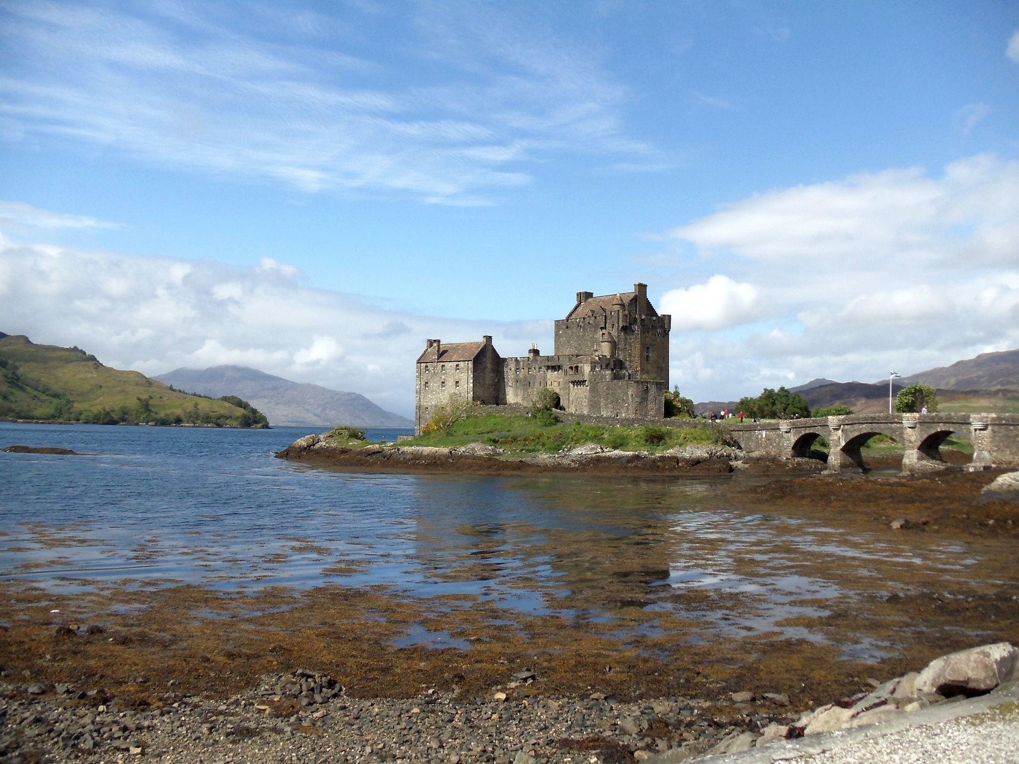 European Waterways Destinations Scotland Scottish Highlander Castle.jpg