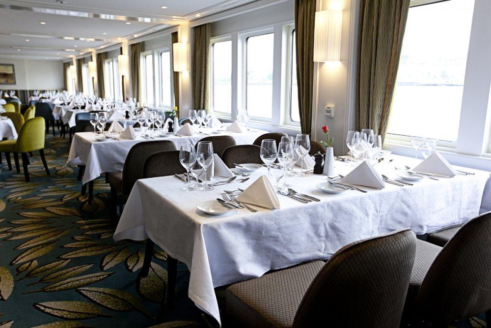 Riviera Travel MS William Shakespeare Interior Main Restaurant.jpg