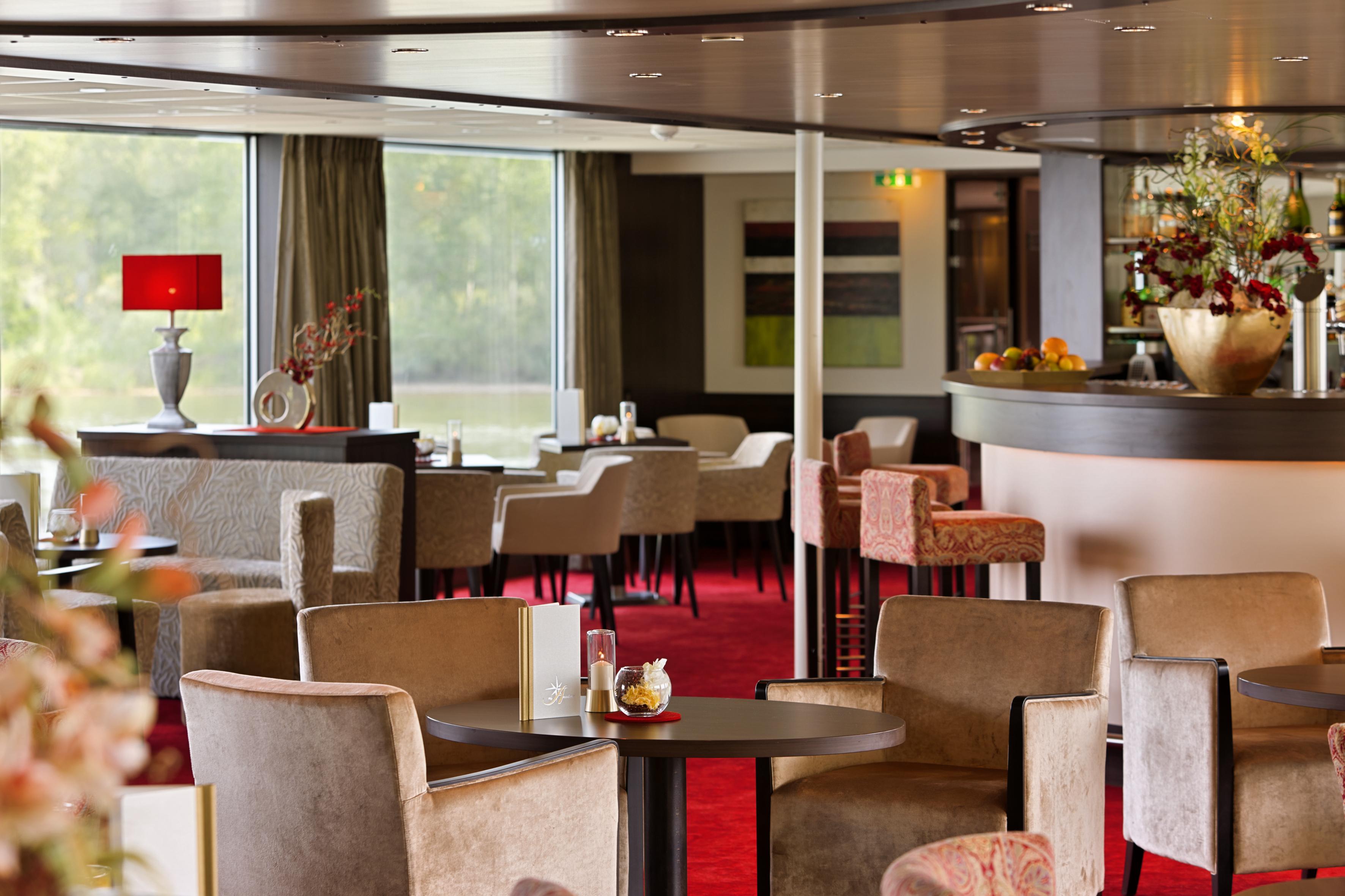 Amadeus River Cruises Amadeus Brilliant Interior Bar.jpg