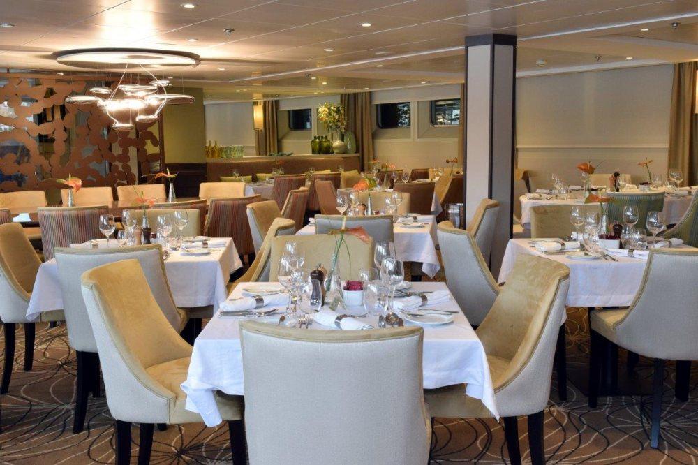 Riviera Travel MS Douro Spirit Interior Restaurant.jpg