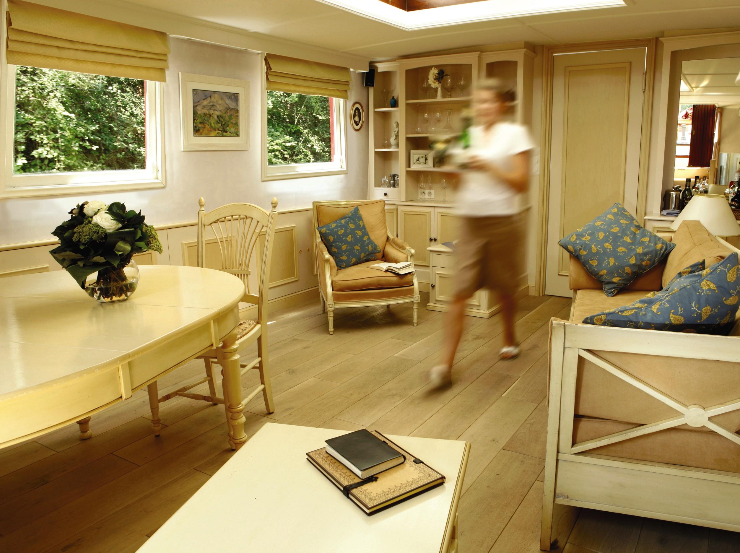 Belmond River Cruises Belmond Alouette Interior Lounge 1.jpg