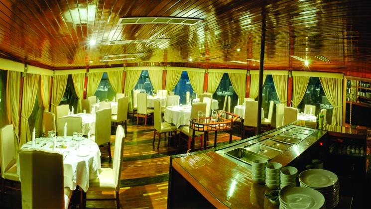 G Adventures Amatista Interior Dining Room.jpg