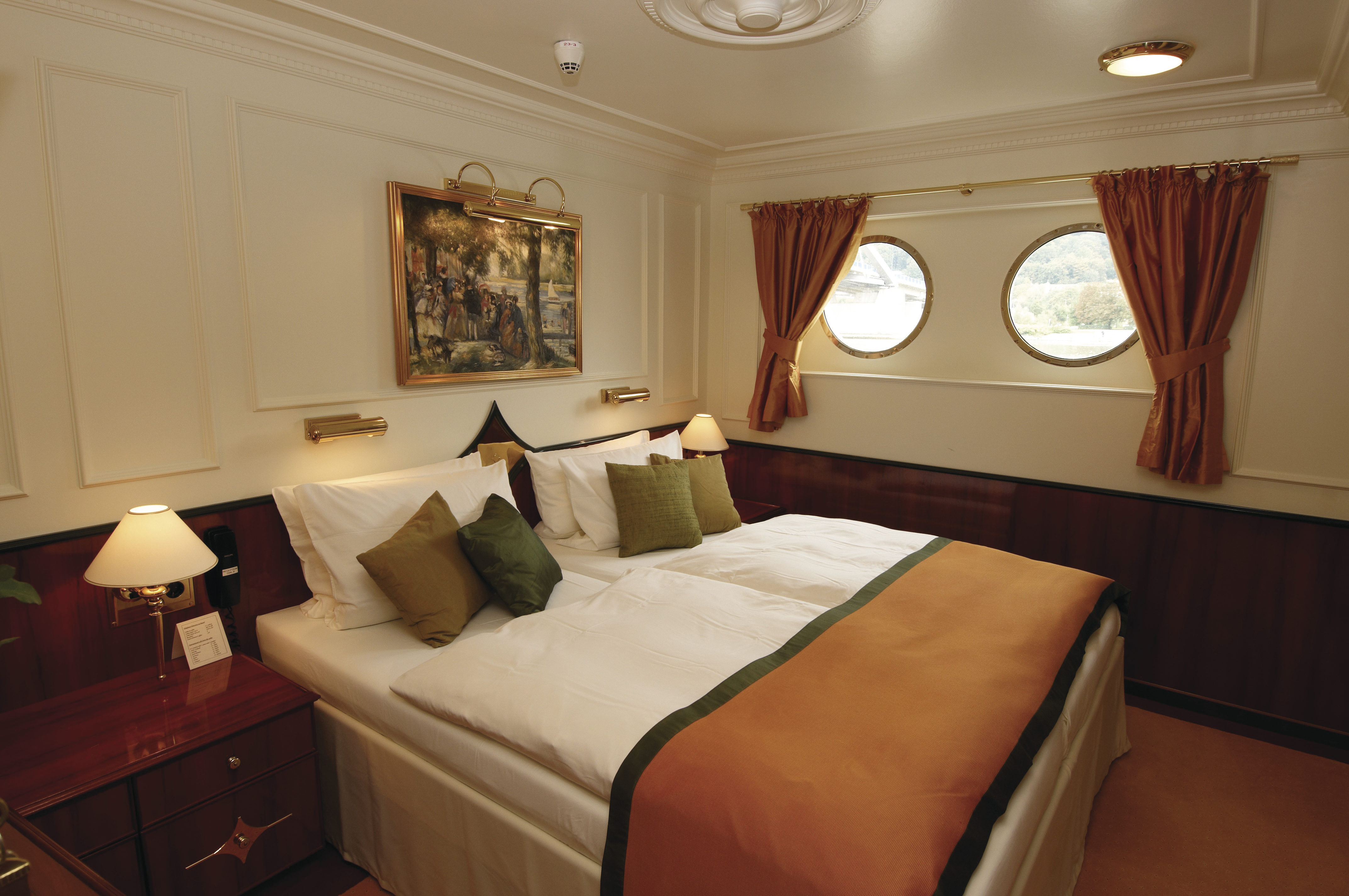 Hebridean Island Cruises Royal Crown Accommodation Premium Suite.jpg