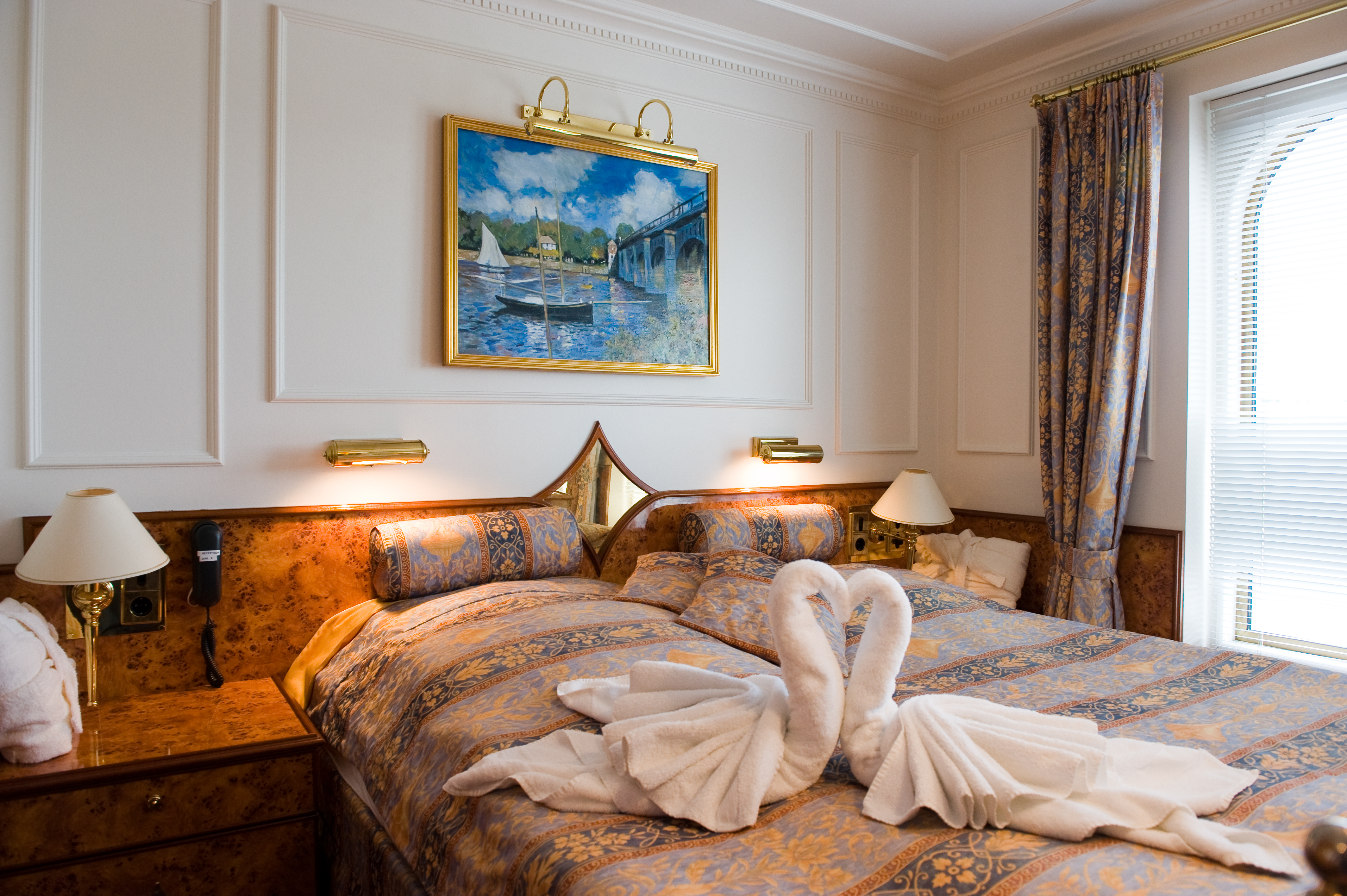 Hebridean Island Cruises Royal Crown Accommodation Royal Suite 1.jpg