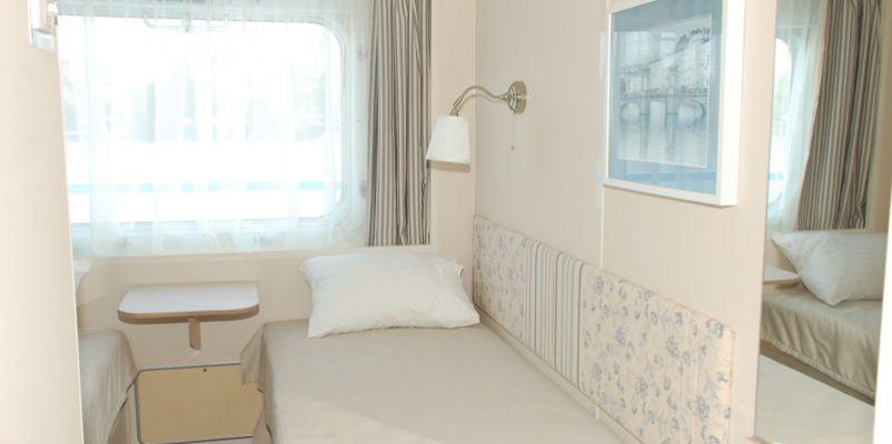 Noble Caledonia Rakhmaninov Accommodation Twin Main Deck.jpeg