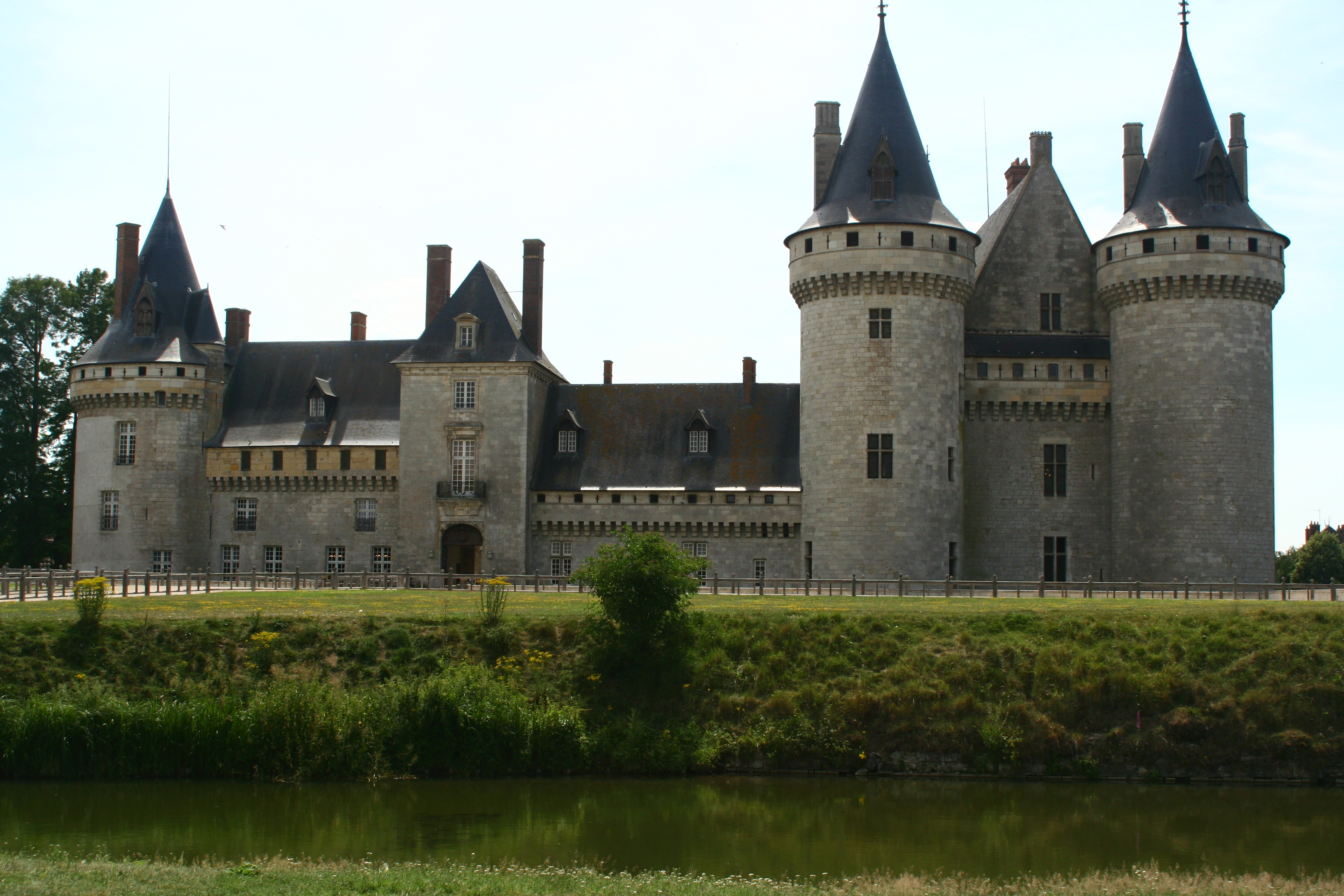 European Waterways Renaissance Chatillon de Sully-sur-Loire.JPG