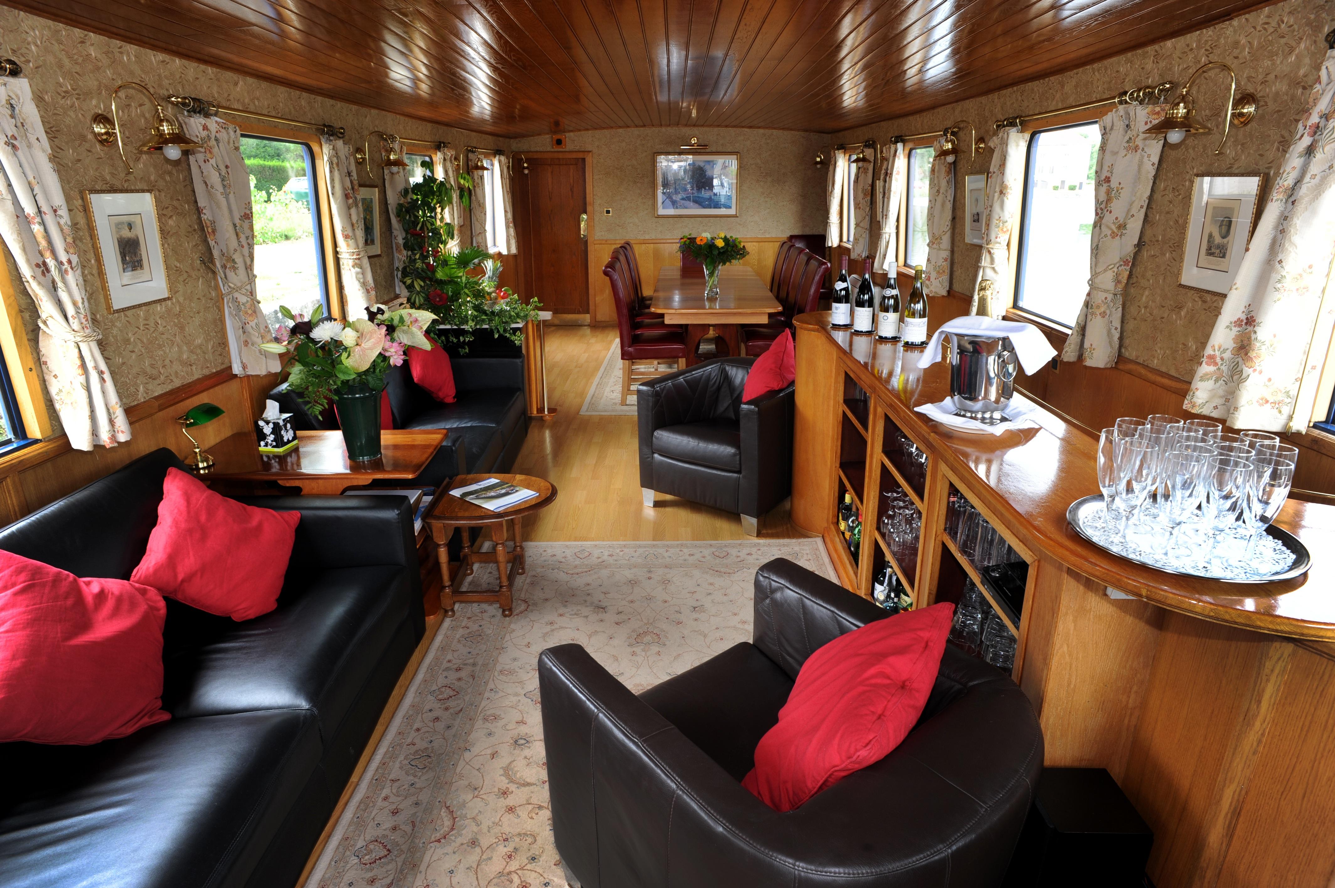 European Waterways L'Impressionniste Interior Saloon.JPG