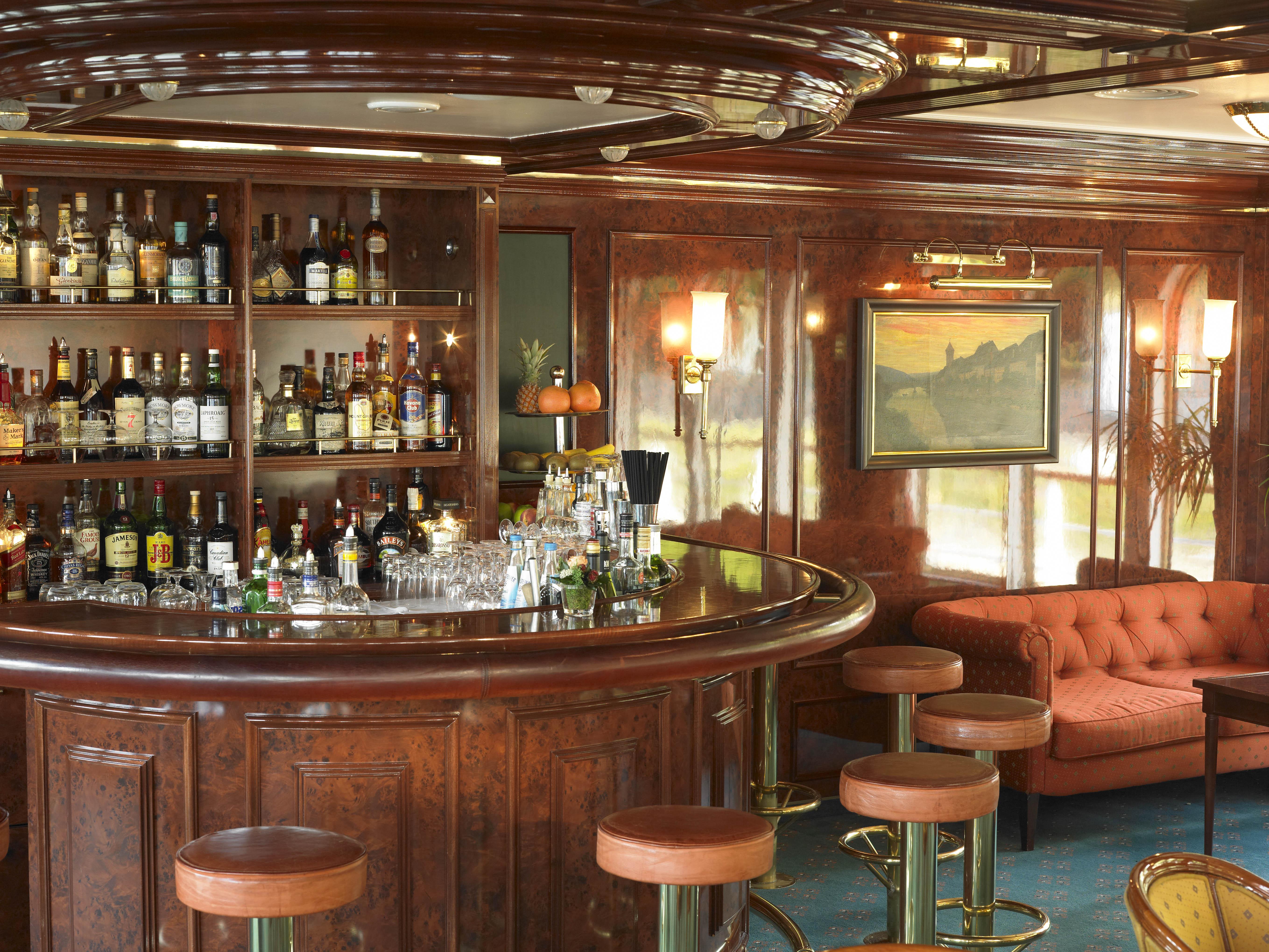 Hebridean Island Cruises Royal Crown Interior Bar Lounge 1.jpg