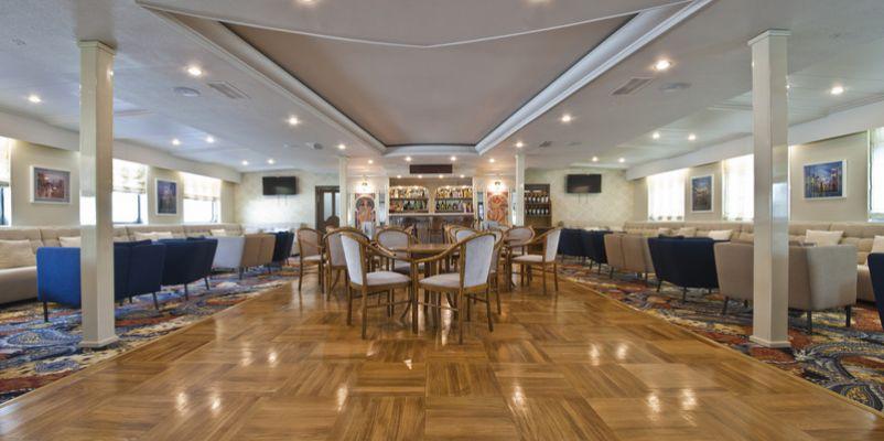 Noble Caledonia Rakhmaninov Interior Bar.jpeg