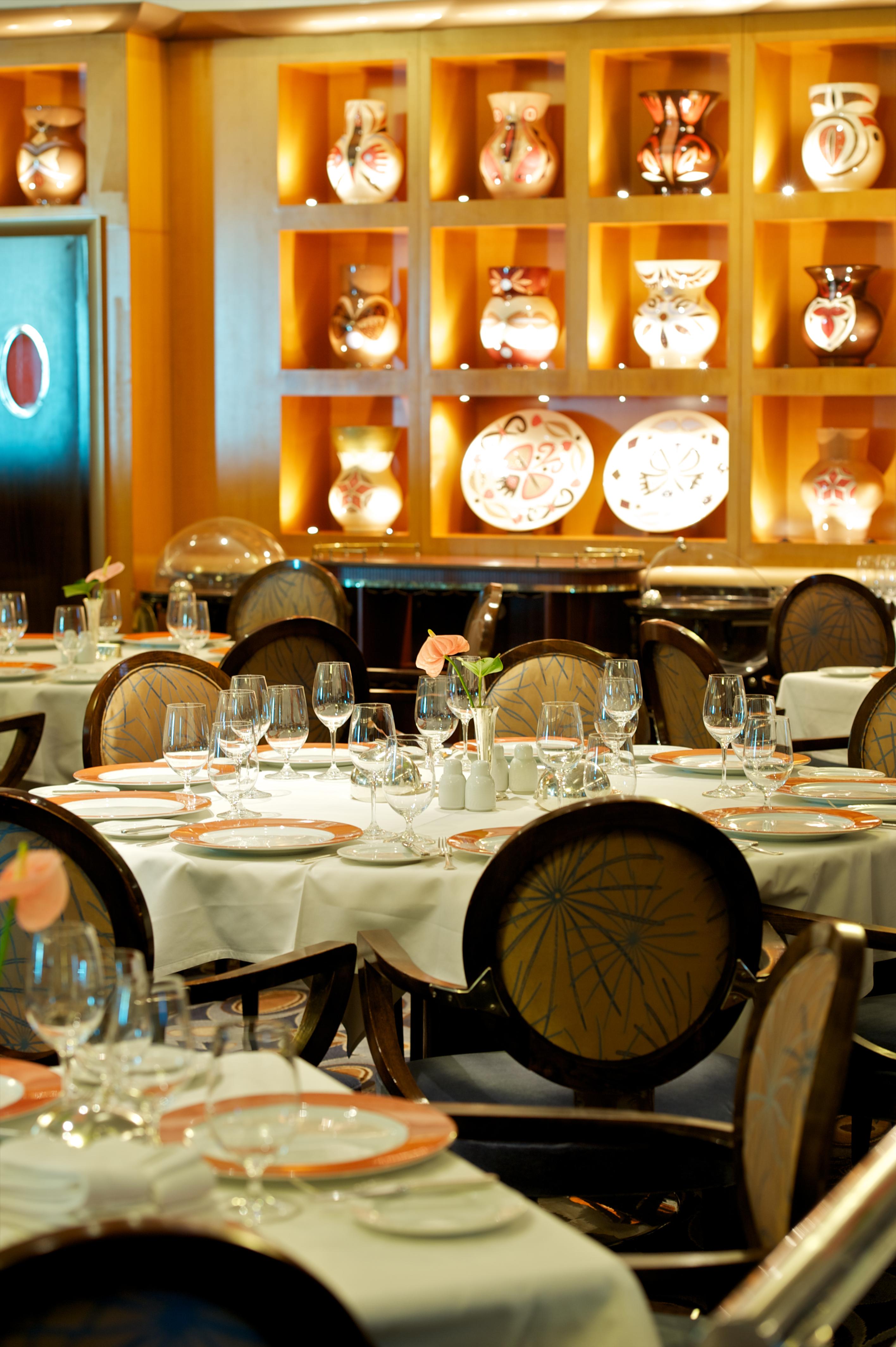 Paul Gauguin MS Paul Gauguin L'Etoile Restaurant 1.jpg