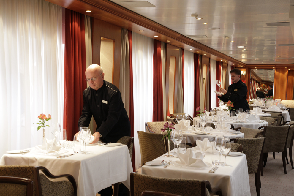 SeaDream Yacht Club Interior Dining Salon 2.jpg
