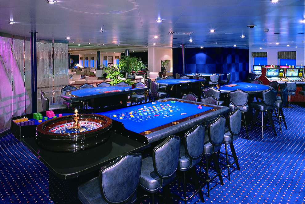 Windstar Wind Surf Interior Casino 2014.jpeg