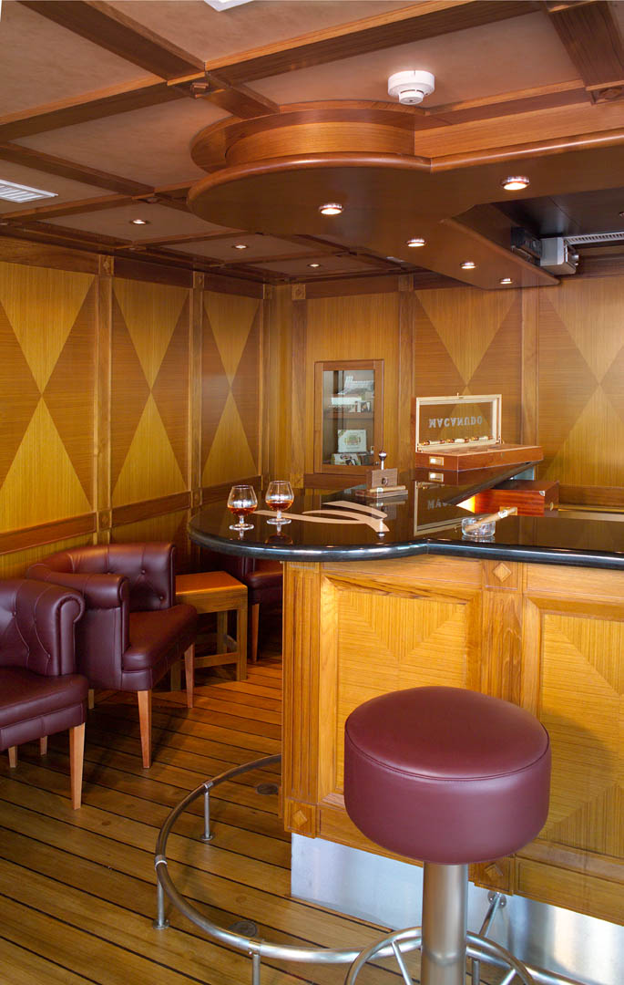 Windstar Wind Surf Interior Terrace Bar 2014.jpg