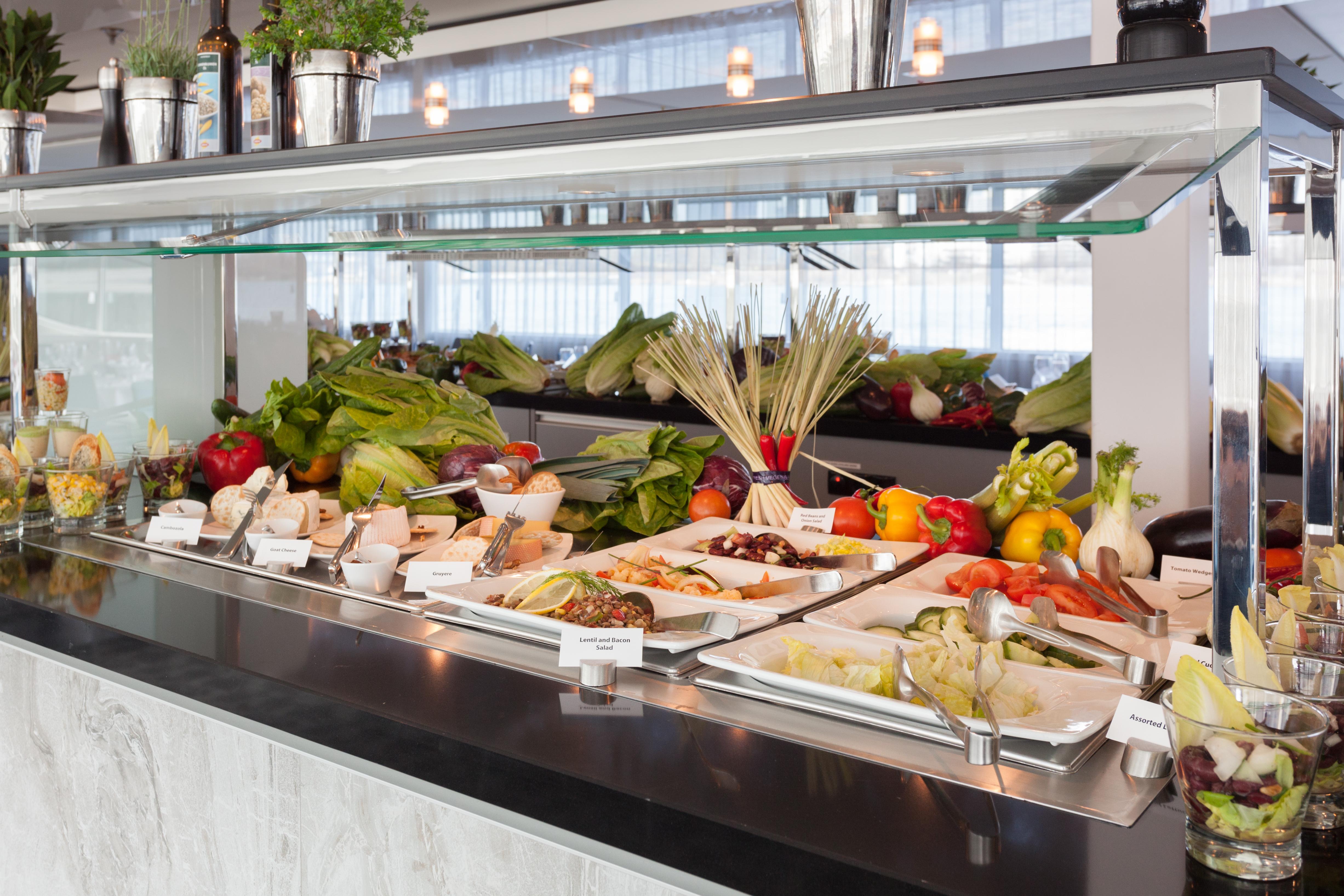 Scenic Sapphire Scenic Emerald Scenic Diamond Scenic Ruby Scenic Pearl Interior Dining Room 2.jpg