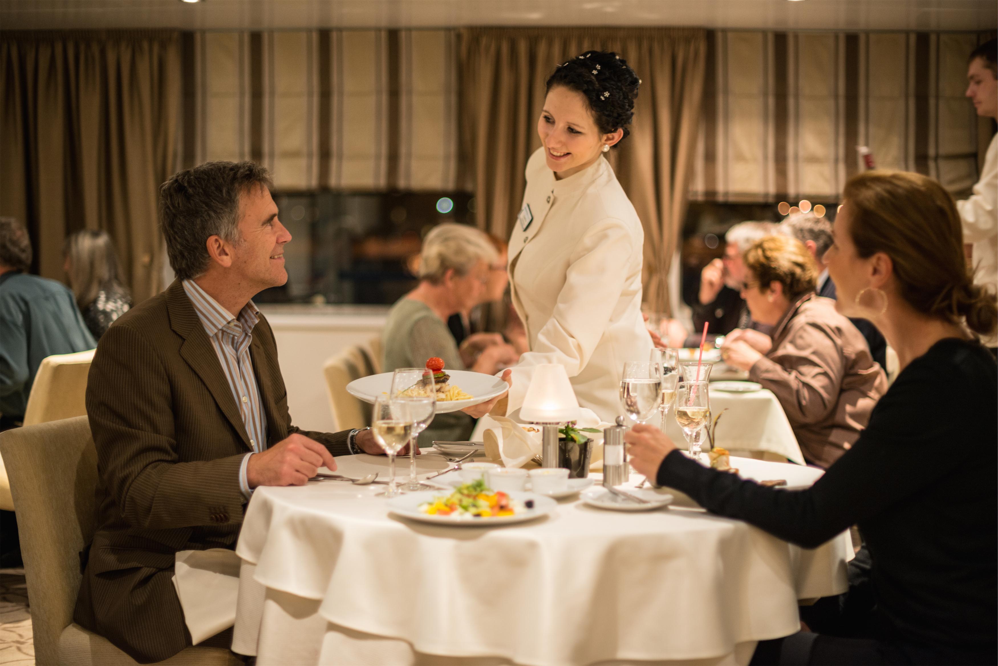 Scenic Tsar Interior Restaurant 6.jpg