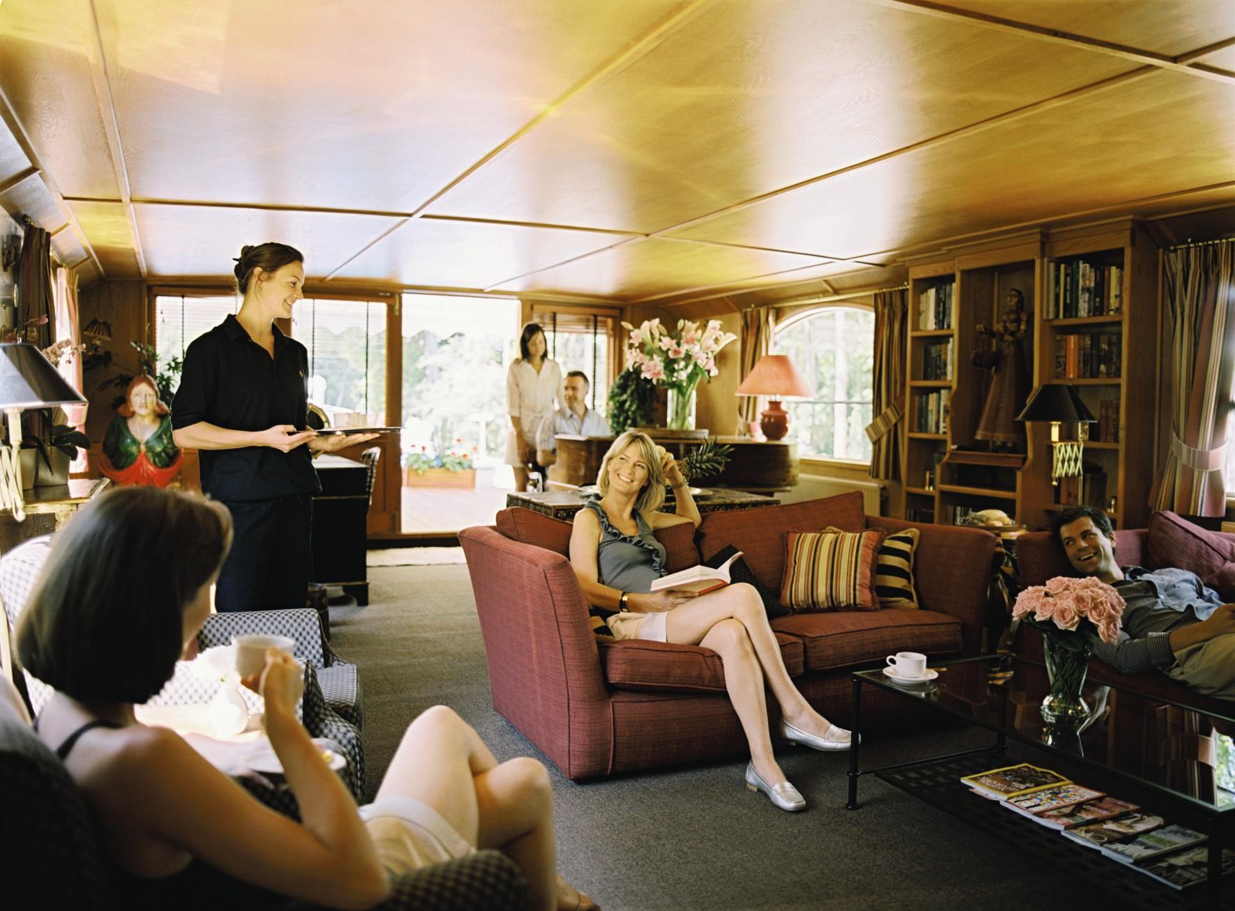 Belmond River Cruises Belmond Fleur de Lys Interior Lounge 2.jpg