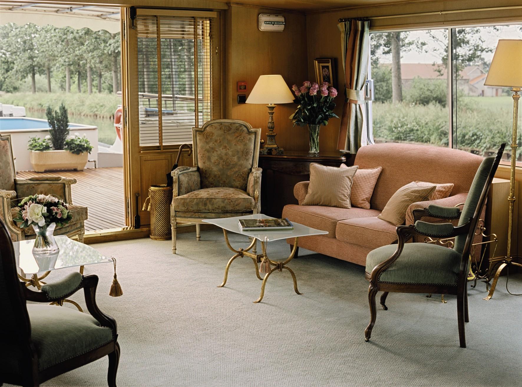 Belmond River Cruises Belmond Amaryllis Interior Lounge1.jpg