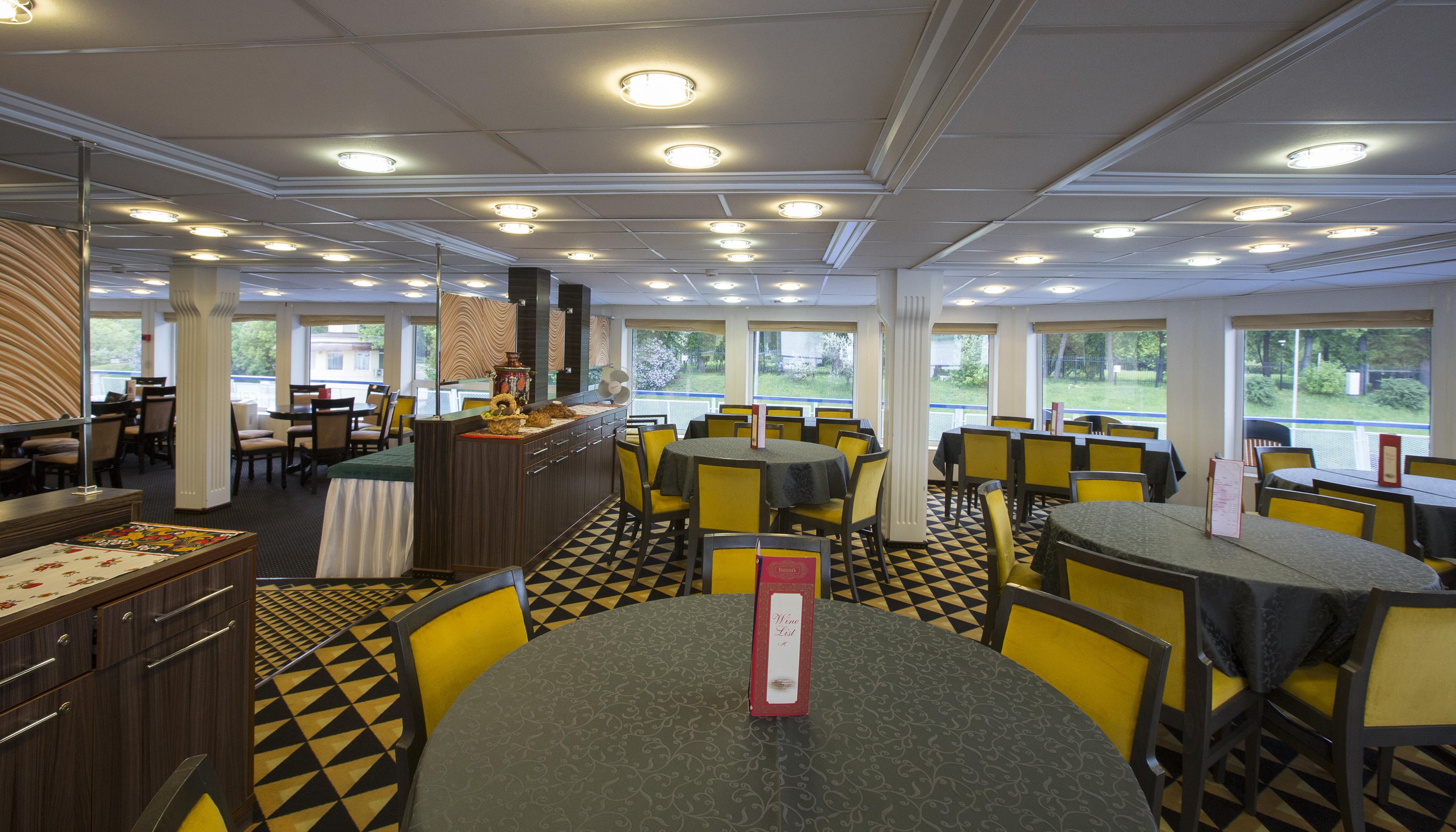 CroisiEurope Rostropovich Interior Bar Restaurant Symphony.jpg
