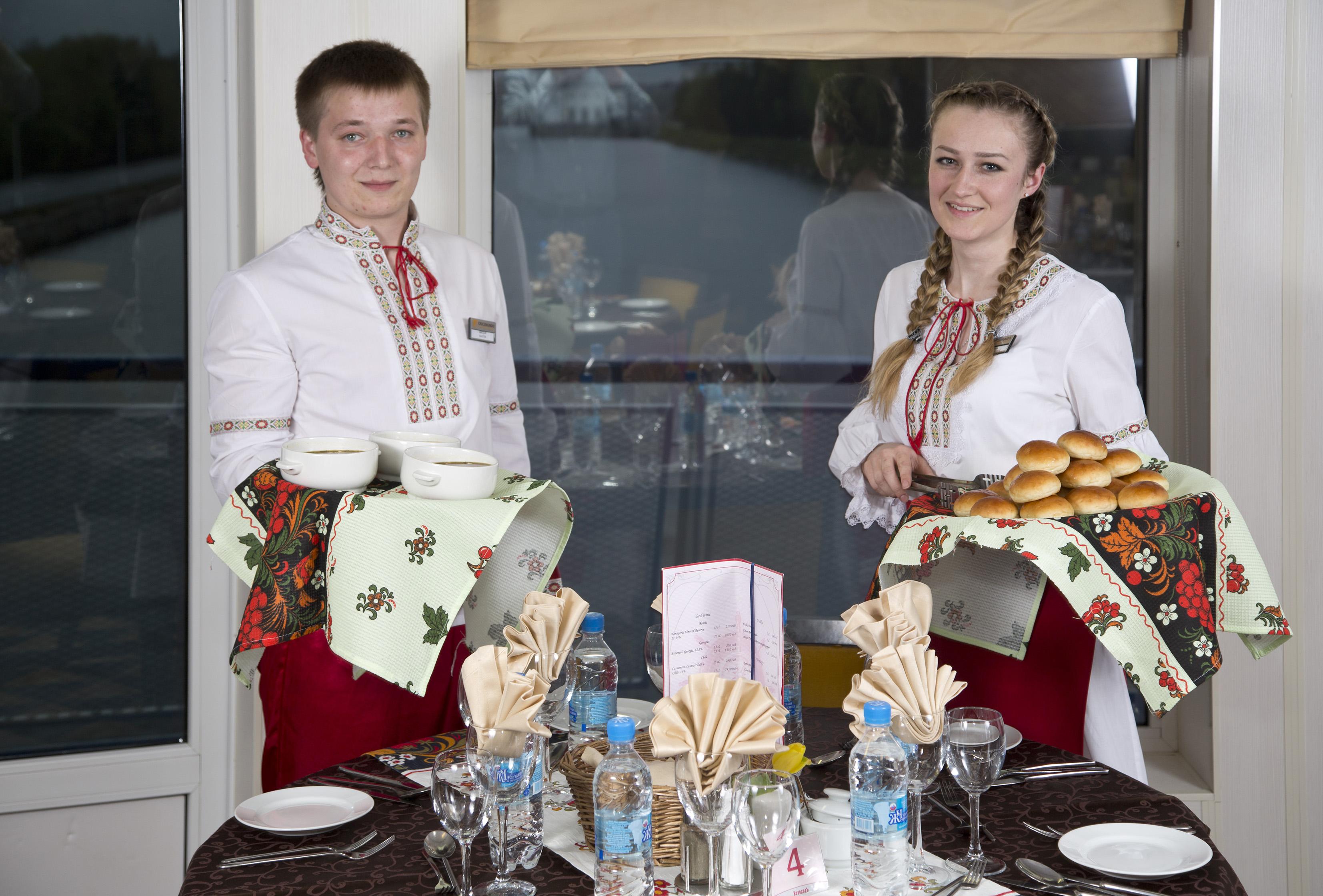 CroisiEurope Rostropovich Interior Bar Restaurant Symphony Service.jpg
