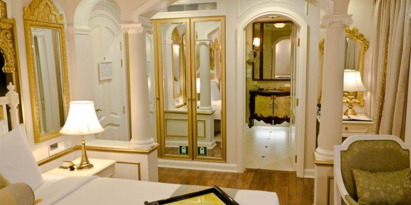 Noble Caledonia RV Mekong Princess Accommodation Tonle Suite.jpg