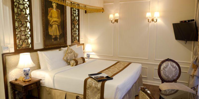 Noble Caledonia RV Mekong Princess Accommodation Saigon Suite.jpg
