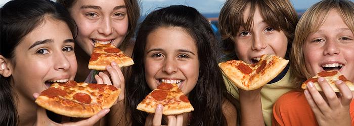 Carnival Valor make-your-own-pizza-1.jpg