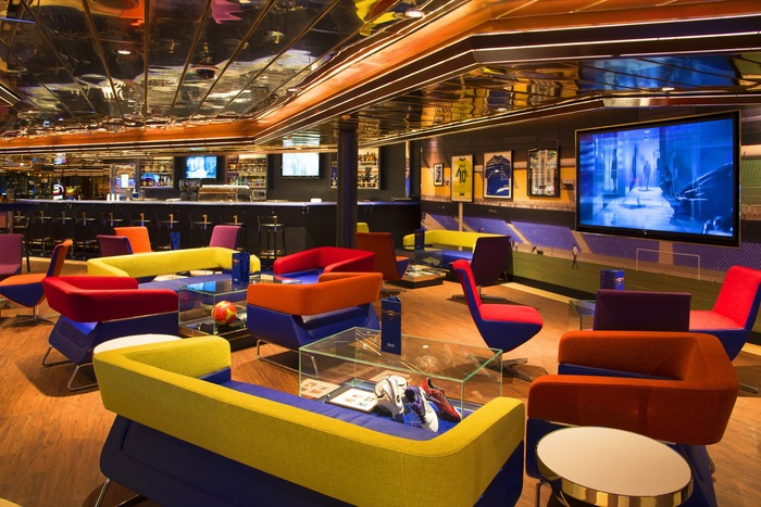 Pullmantur Monarch Interior Sports Bar.jpg