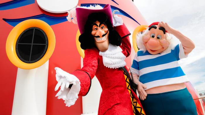 Disney Cruise Lines Disney Dream character-greetings-00.jpg