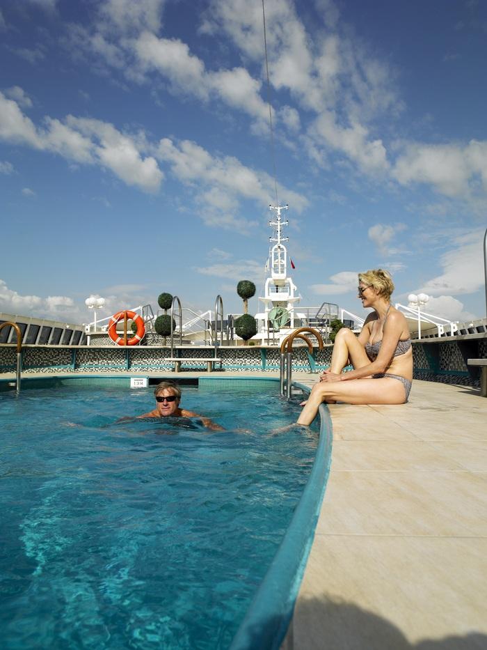 fred olsen cruise lines braemar pool 3 2014.jpg
