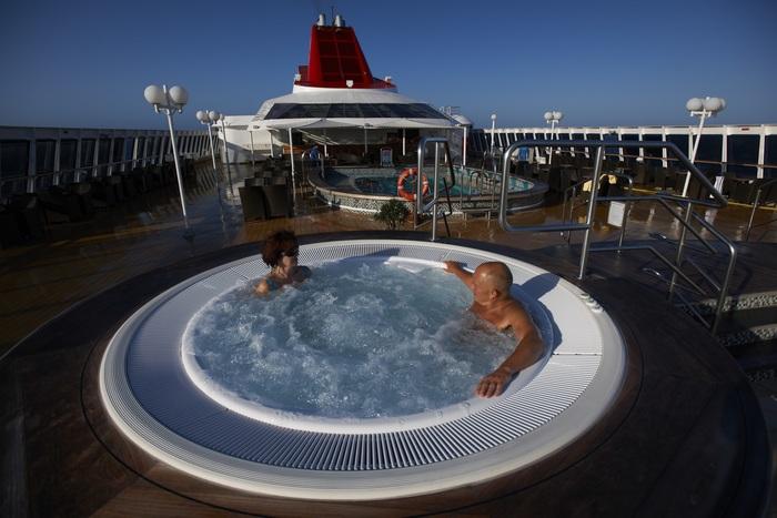 fred olsen cruise lines braemar hot tub 2014.jpg