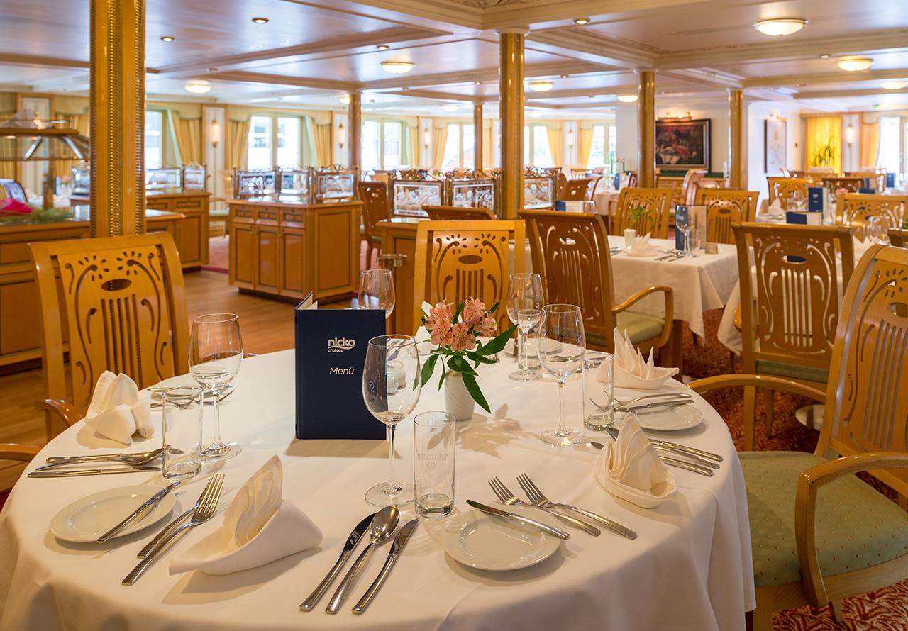 Nicko Cruises MS Heidelberg Interior Restaurant.jpg