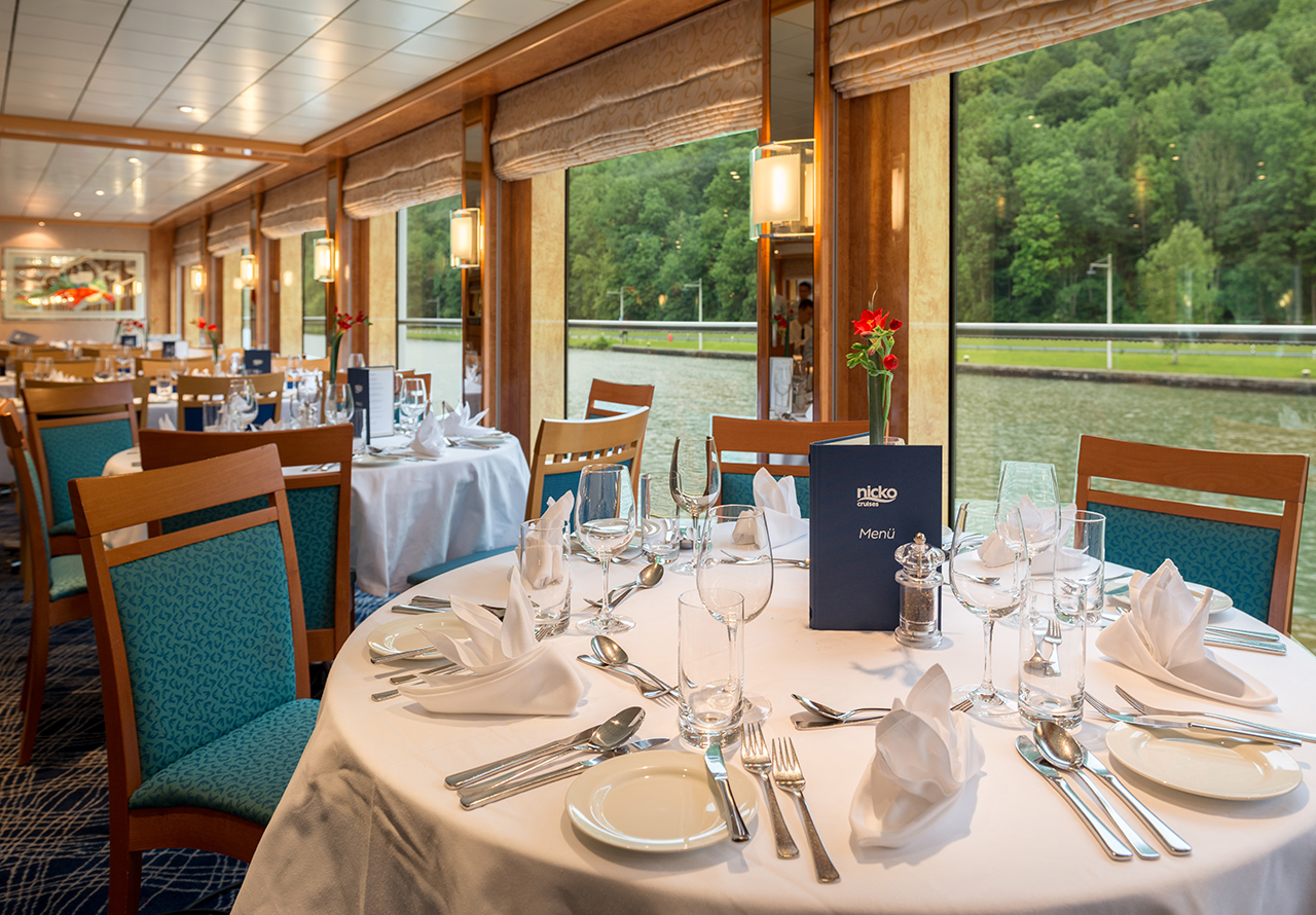 Nicko Cruises MS Viktoria Interior Restaurant.jpg