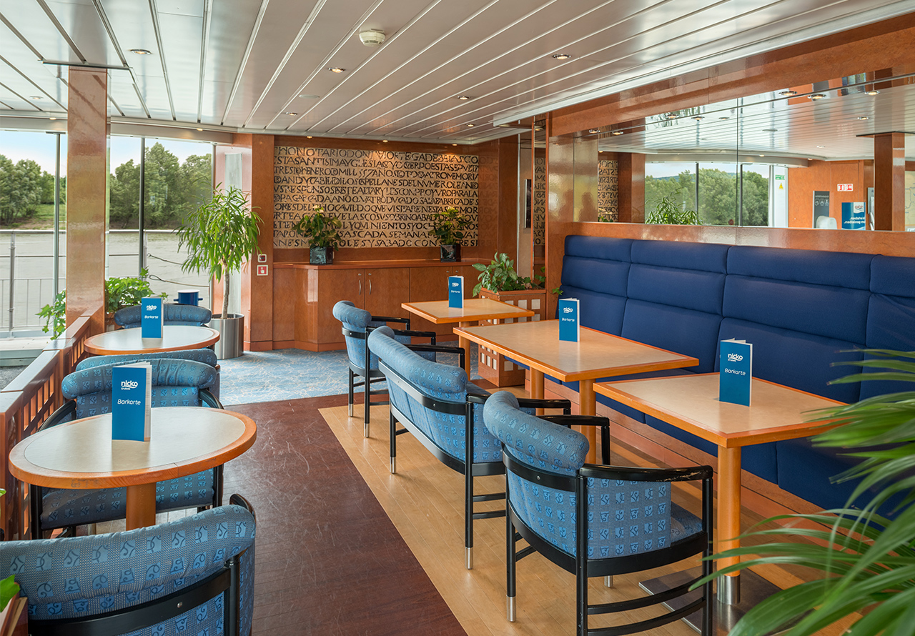 NIcko Cruises MS Viktoria Interior Bar.jpg