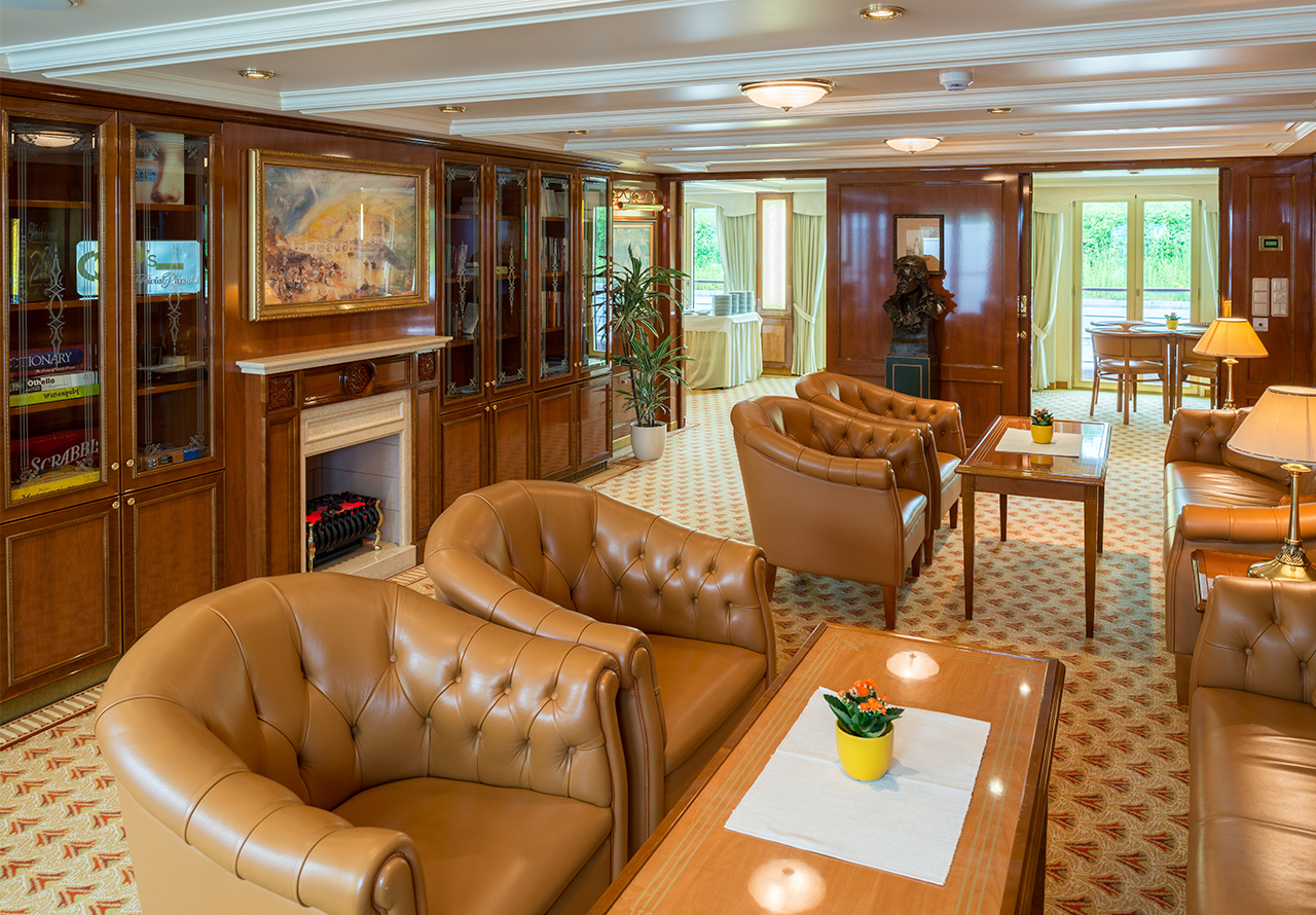 Nicko Cruises MS Heidelberg Interior Bar.jpg