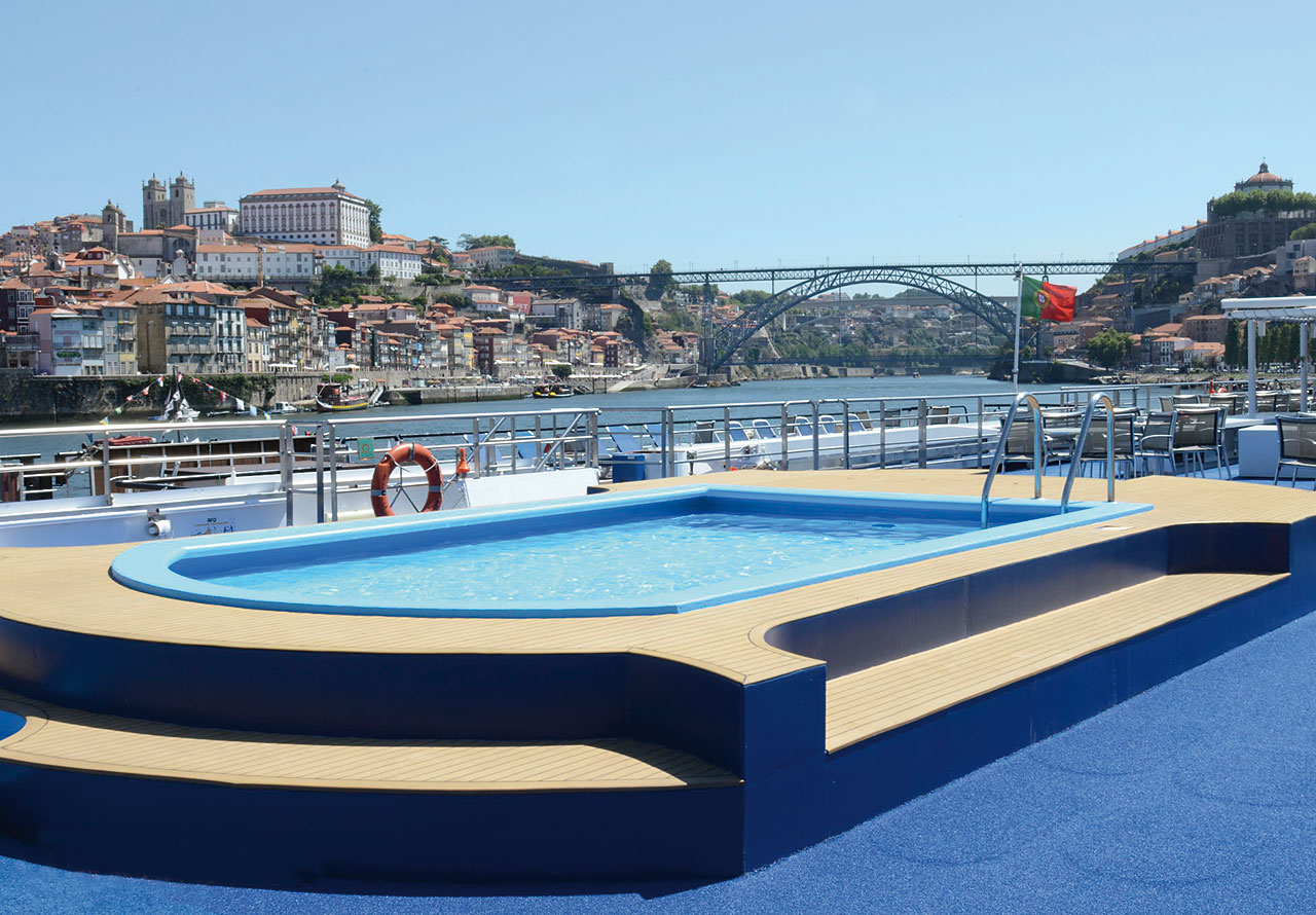 Nicko Cruises MS Douro Cruiser Pool.jpg
