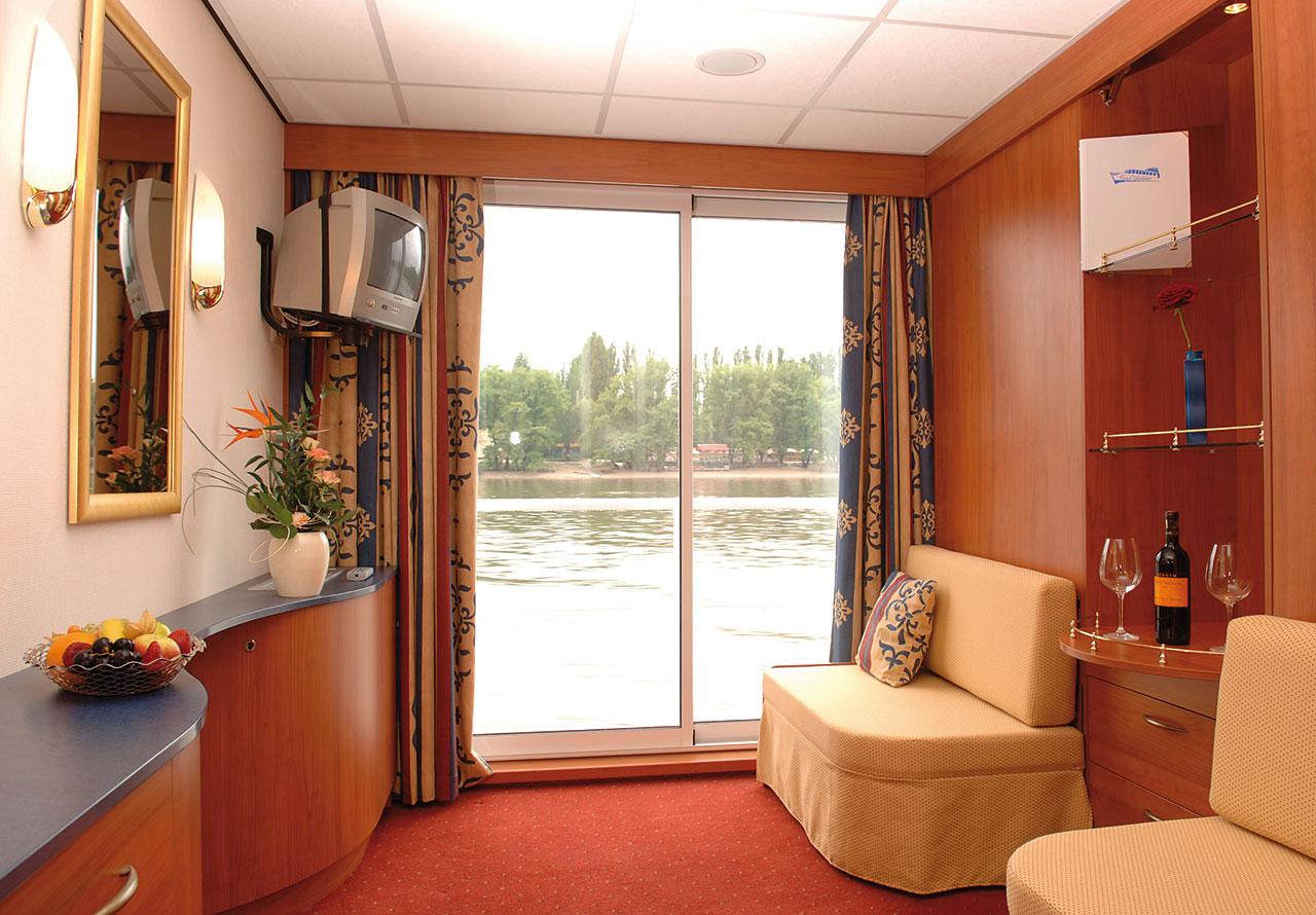 Nicko Cruises MS River Art Accommodation Cabin 1.jpg