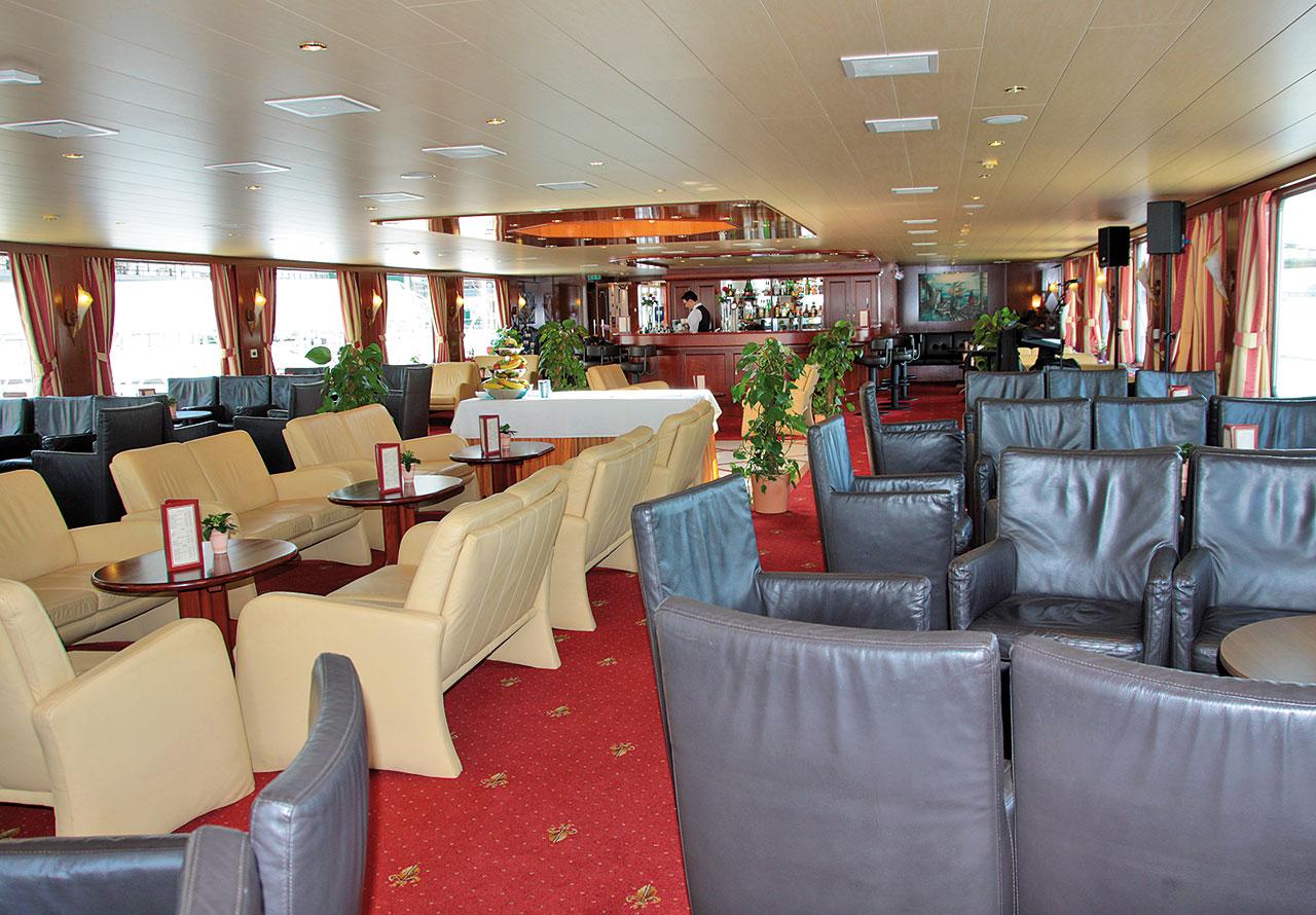 Nicko Cruises MS River Art Interior Restaurant.jpg