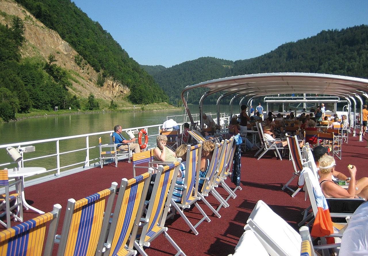 Nicko Cruises MS River Art Exterior Sun Deck.jpg