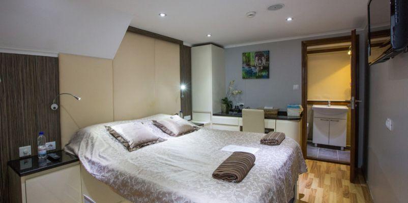 Noble Caledonia Royal Eleganza Accommodation Master Double.jpg