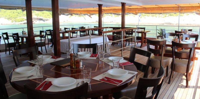 Noble Caledonia Princess Eleganza Restaurant.jpg