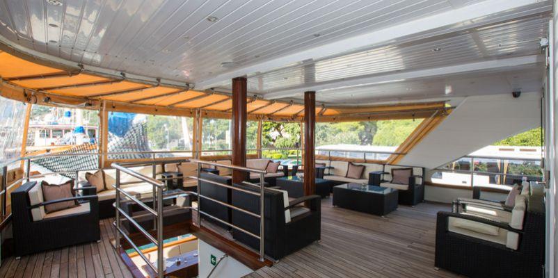 Noble Caledonia Royal Eleganza Lounge.jpg