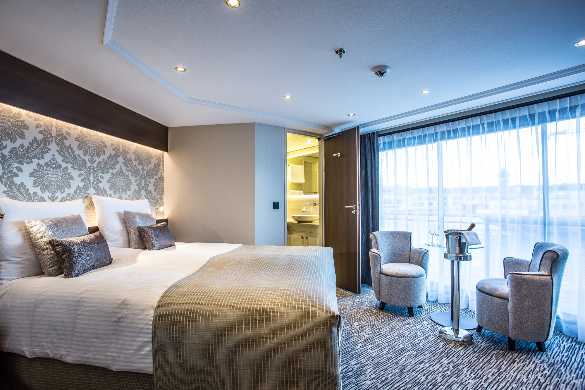 Riviera Travel Thomas Hardy Accommodation Suite 2.jpg