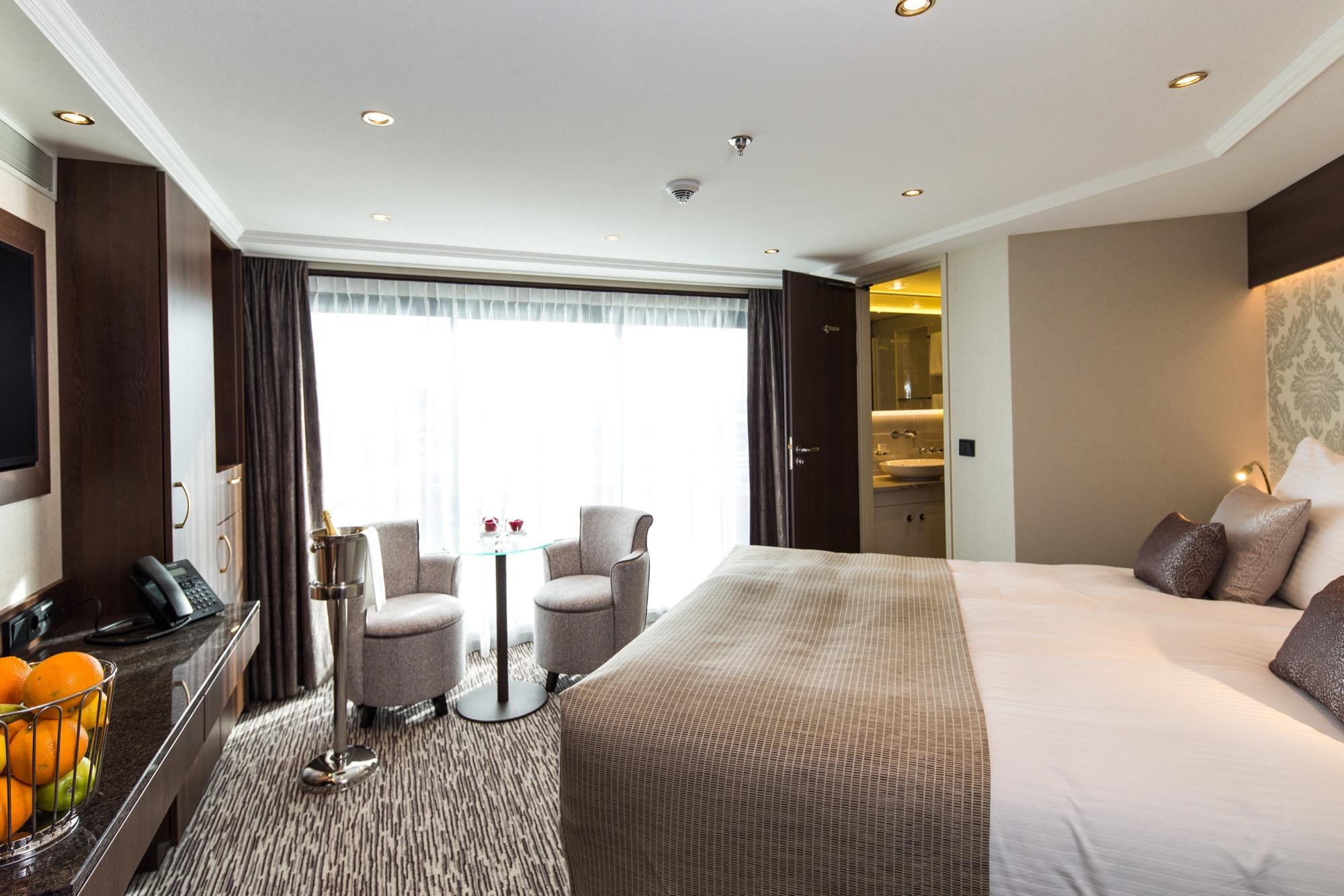 Riviera Travel Thomas Hardy Accommodation Superior Suite 2.jpg