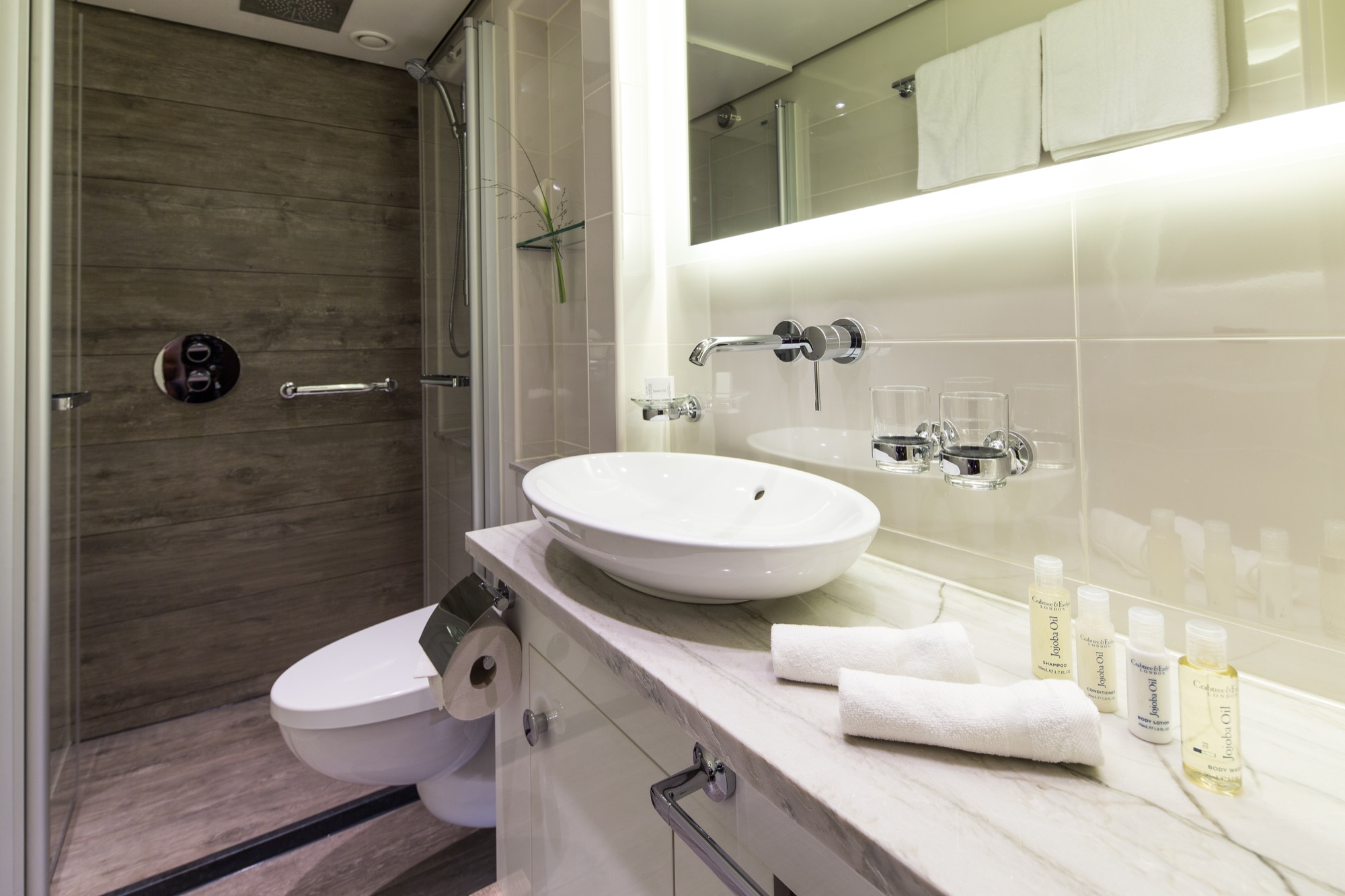 Riviera Travel Thomas Hardy Accommodation Suite Bathroom.jpg