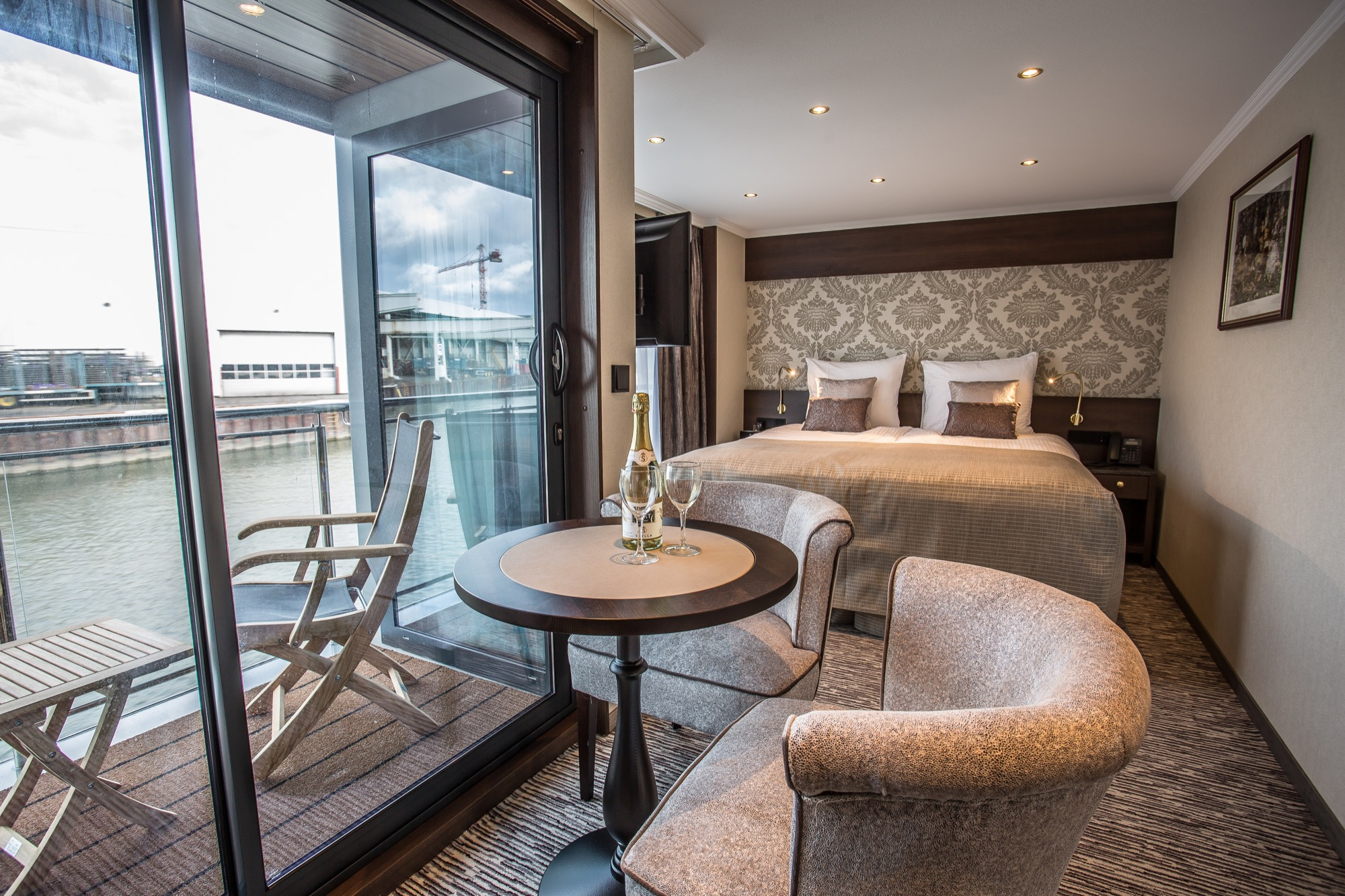 Riviera Travel Thomas Hardy Accommodation Balcony Suite 2.jpg
