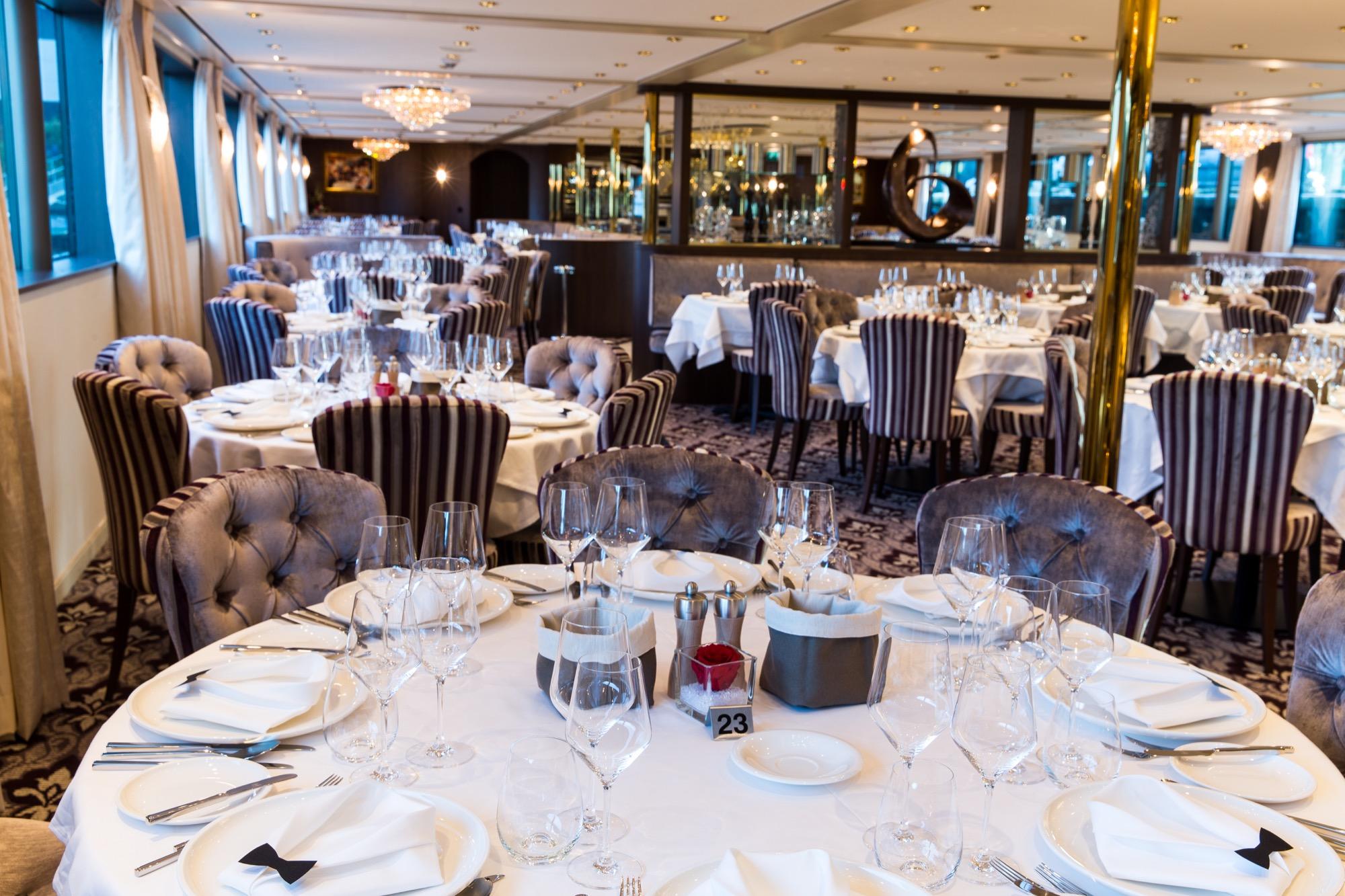 Riviera Travel Thomas Hardy Interior Restaurant 5.jpg