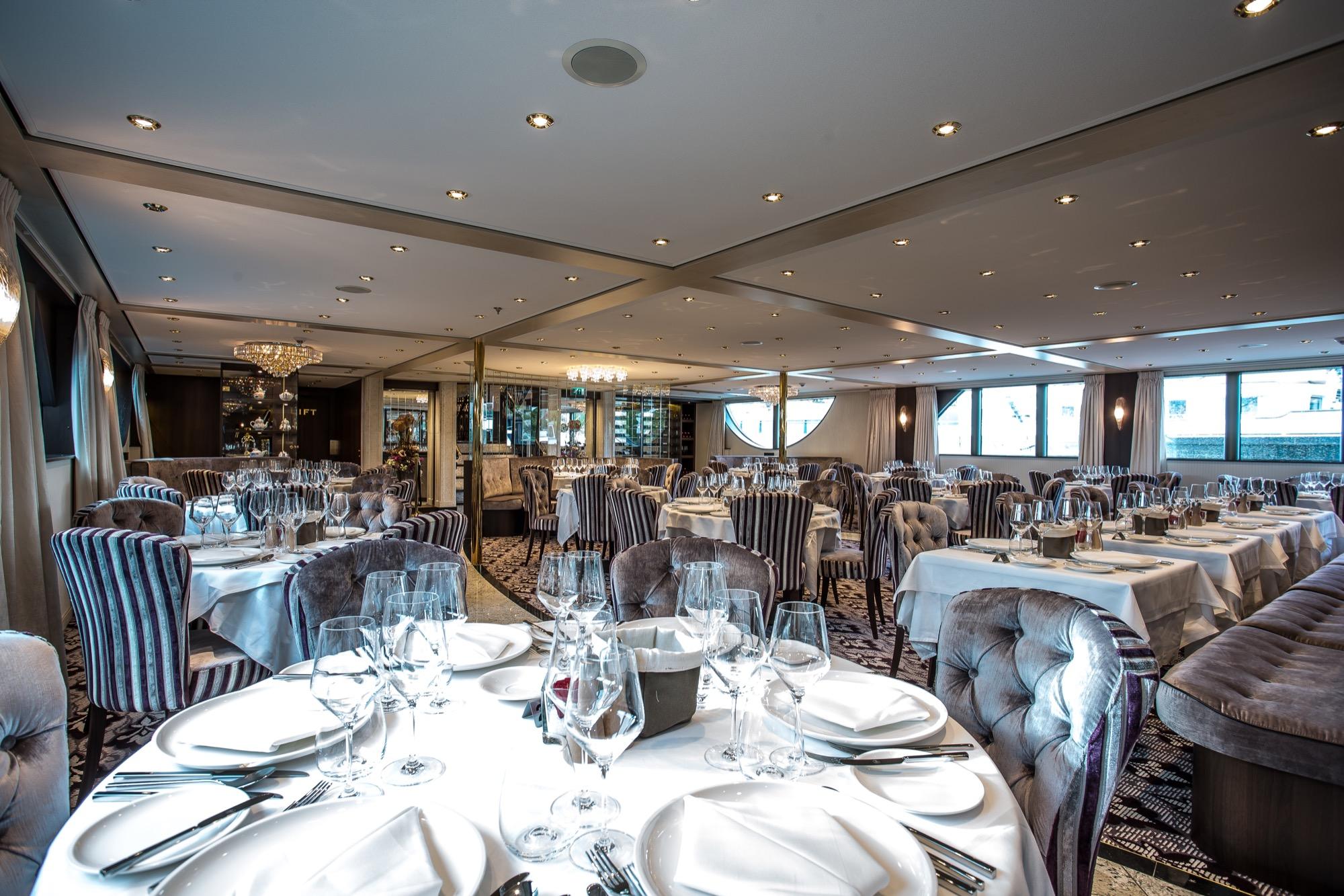 Riviera Travel Thomas Hardy Interior Restaurant 2.jpg