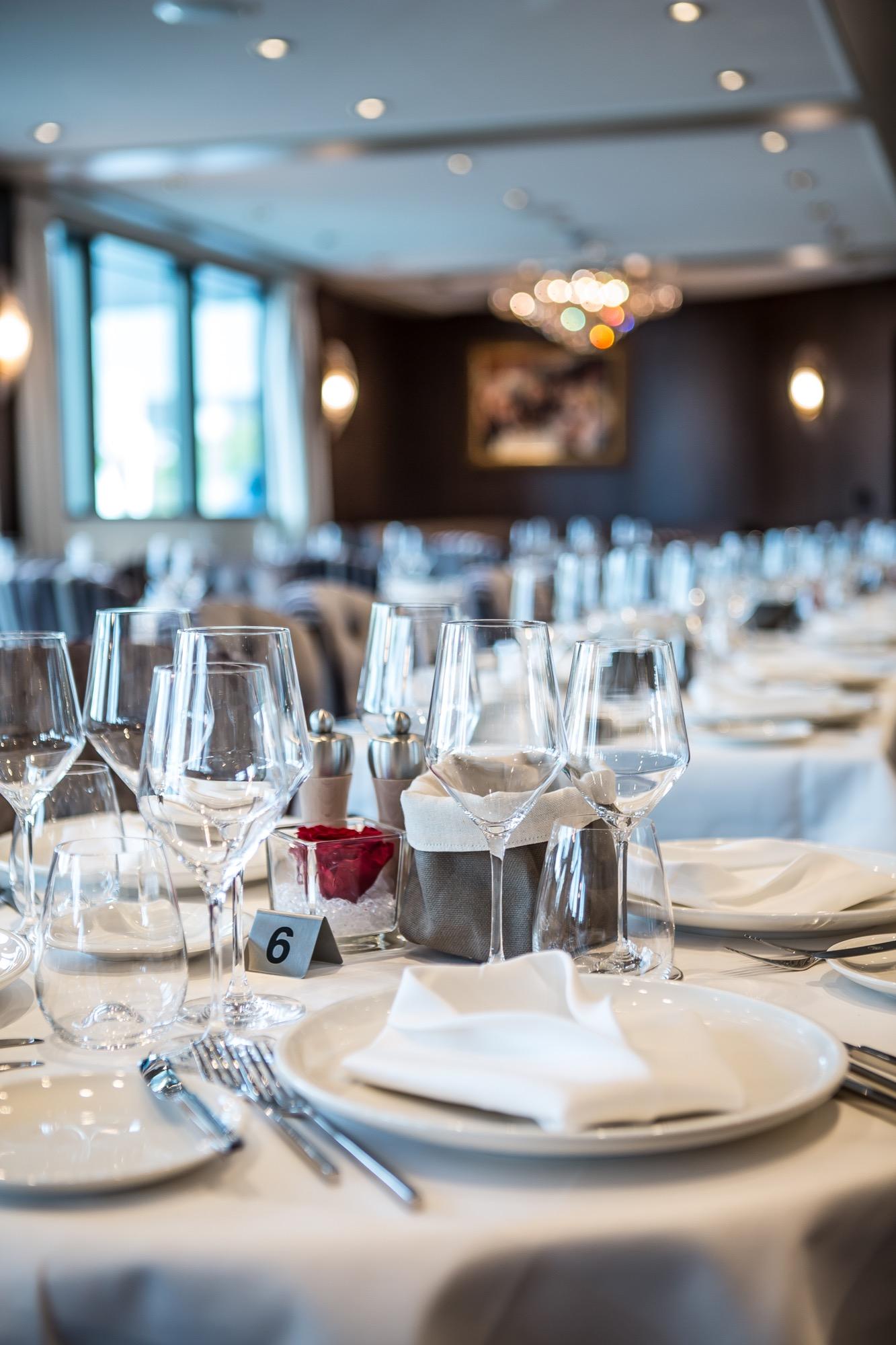 Riviera Travel Thomas Hardy Interior Restaurant 1.jpg