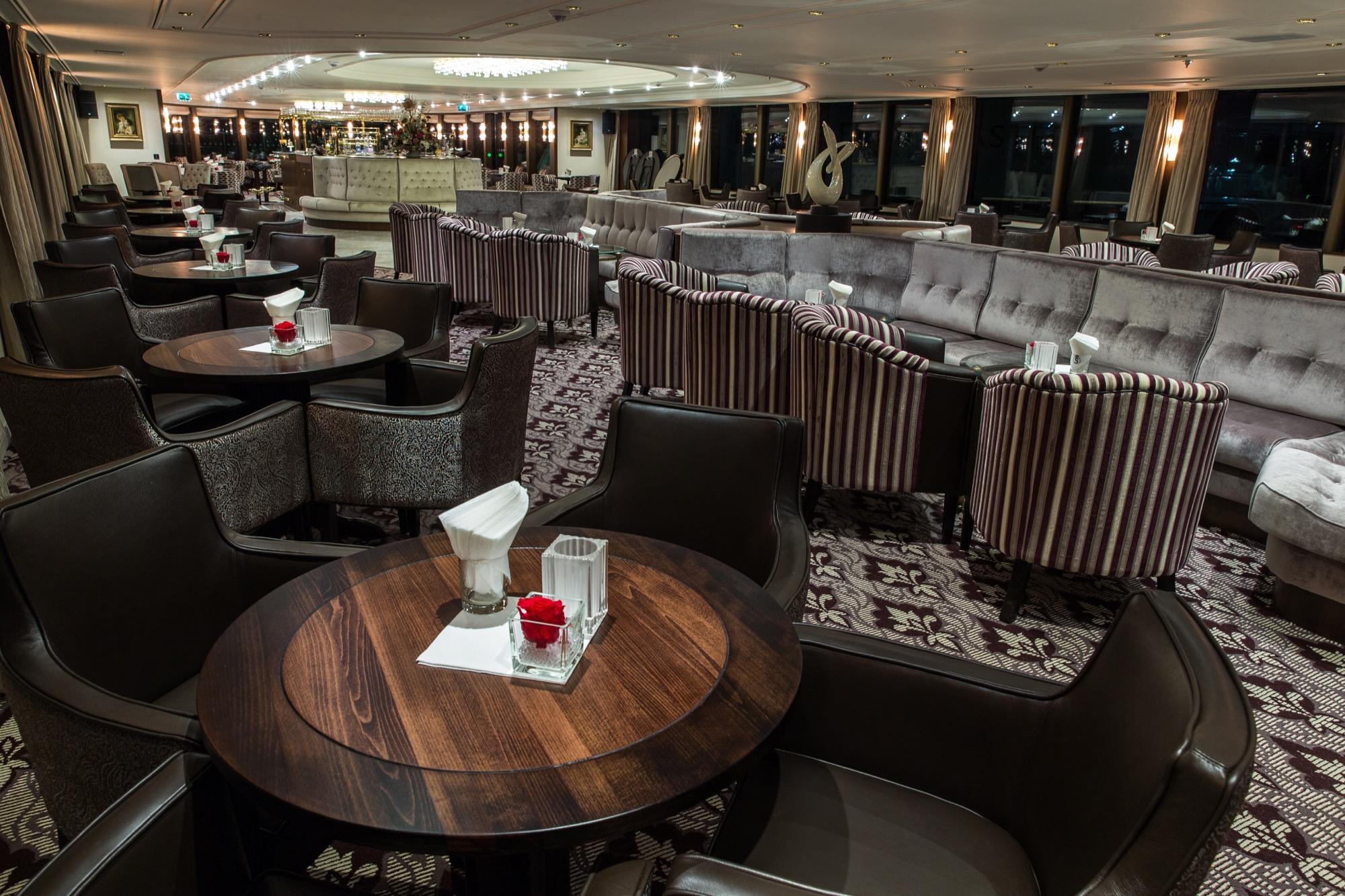 Riviera Travel Thomas Hardy Interior Lounge .jpg
