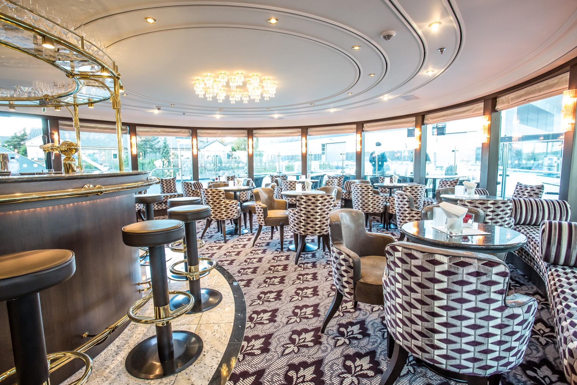 Riviera Travel Thomas Hardy Interior Bar.jpg